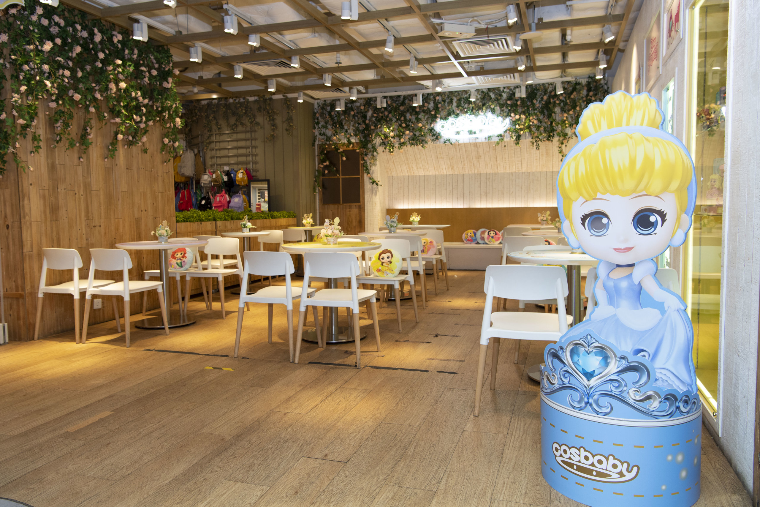 LOG-ON Café設置成「May All Your Dreams Come True」主題餐廳。