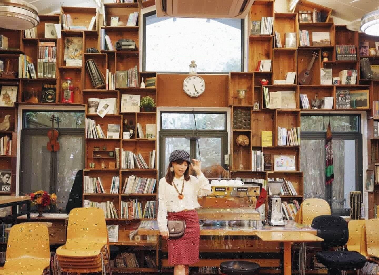 相信不少女生會喜歡在這面書櫃牆打卡!