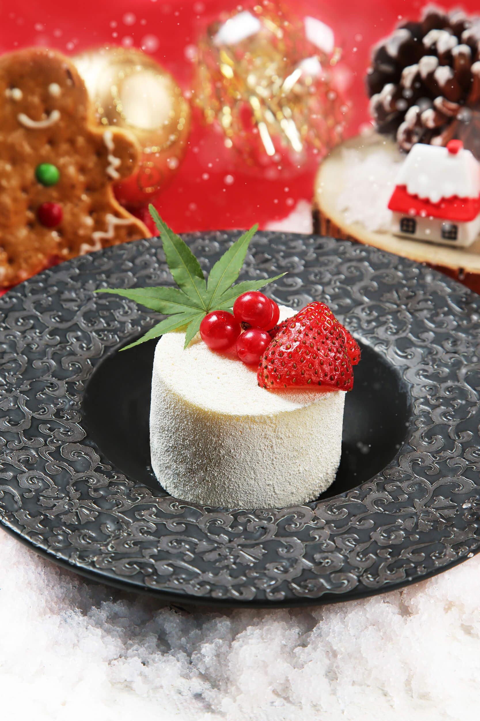 日本草莓白朱古力慕絲,入口有濃郁的草莓幽香和朱古力香醇,充滿甜蜜滋味。
