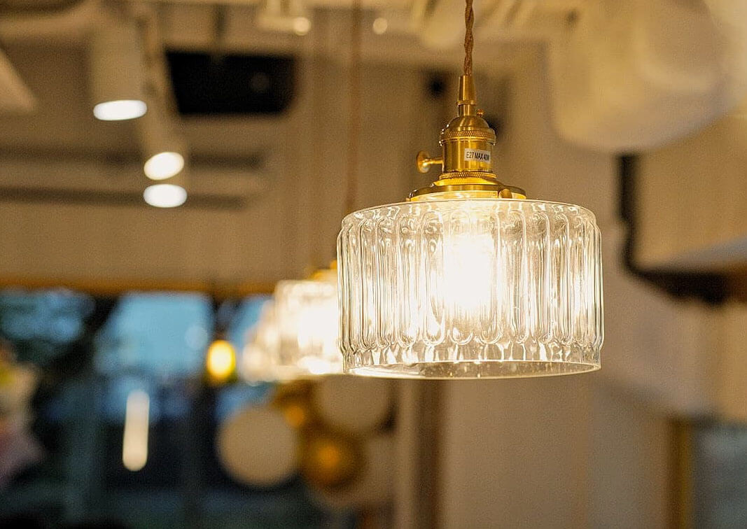 舊式玻璃吊燈,好精美。