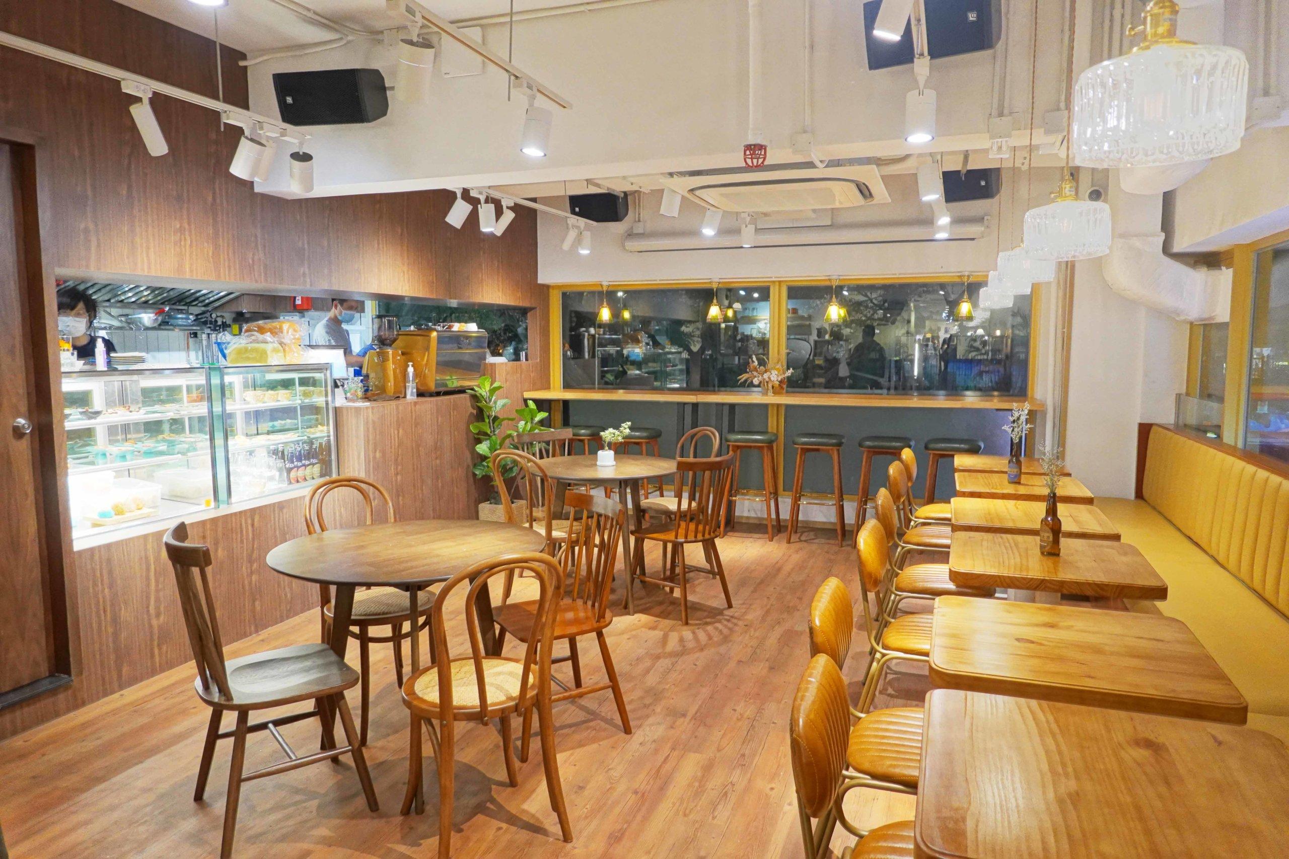 店內均是木家具,連牆身及梳化都是木色,十足京都的喫茶室!