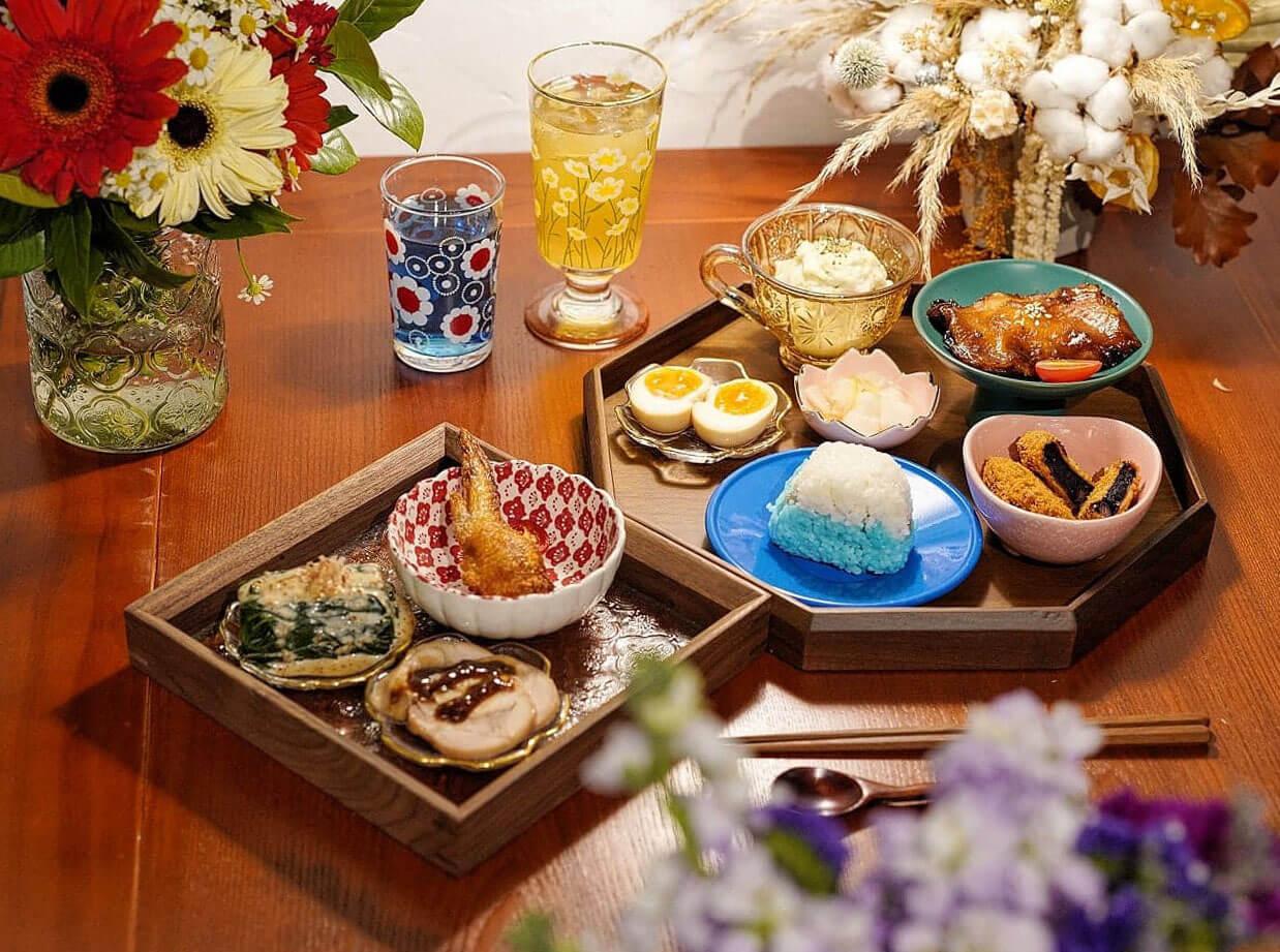 一般家庭裡用的餐具也不一致,老闆指他們為「婆婆」與「家」的概念,套餐所用的餐具也盡量多款式。
