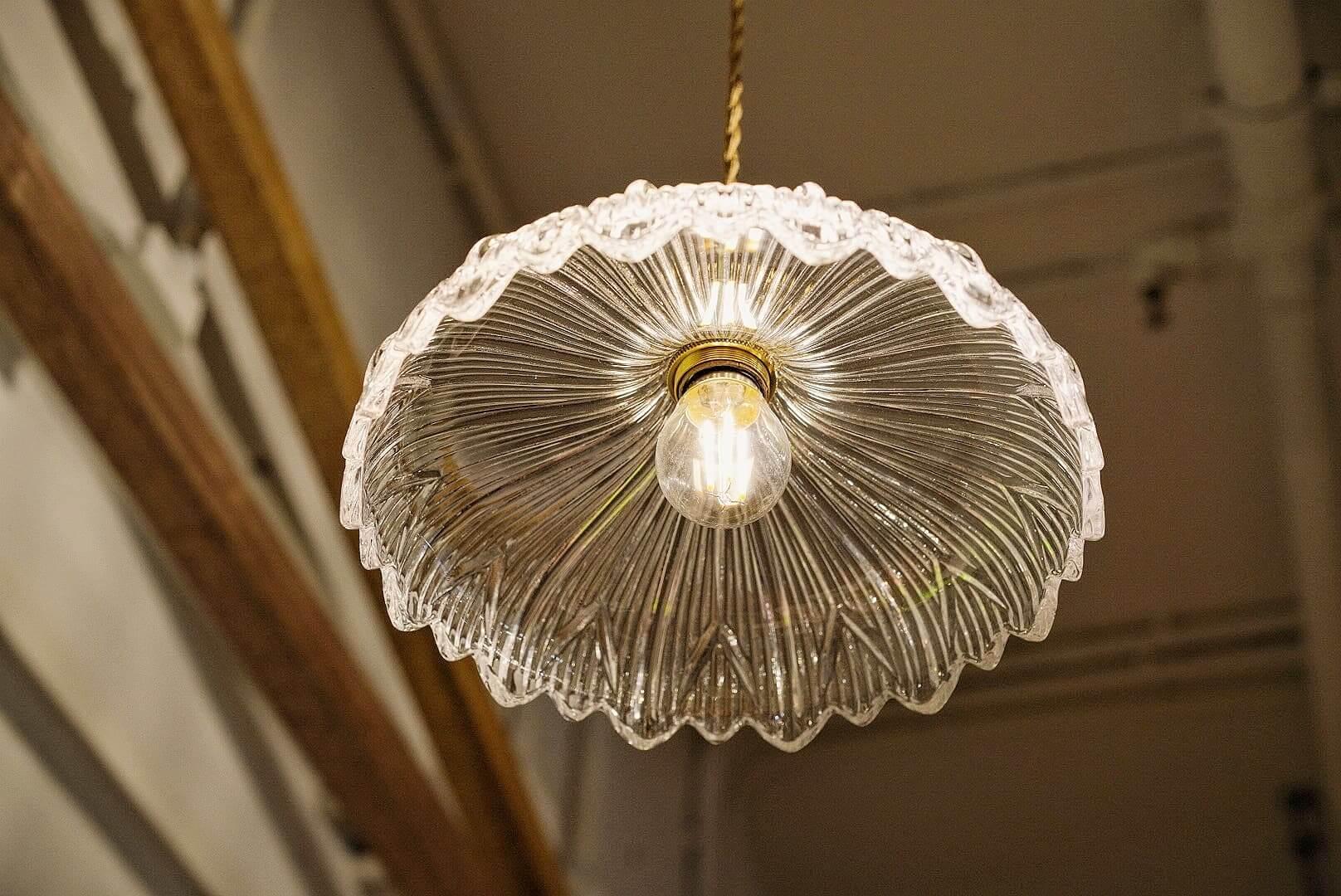 昭和時代好流行玻璃吊燈。