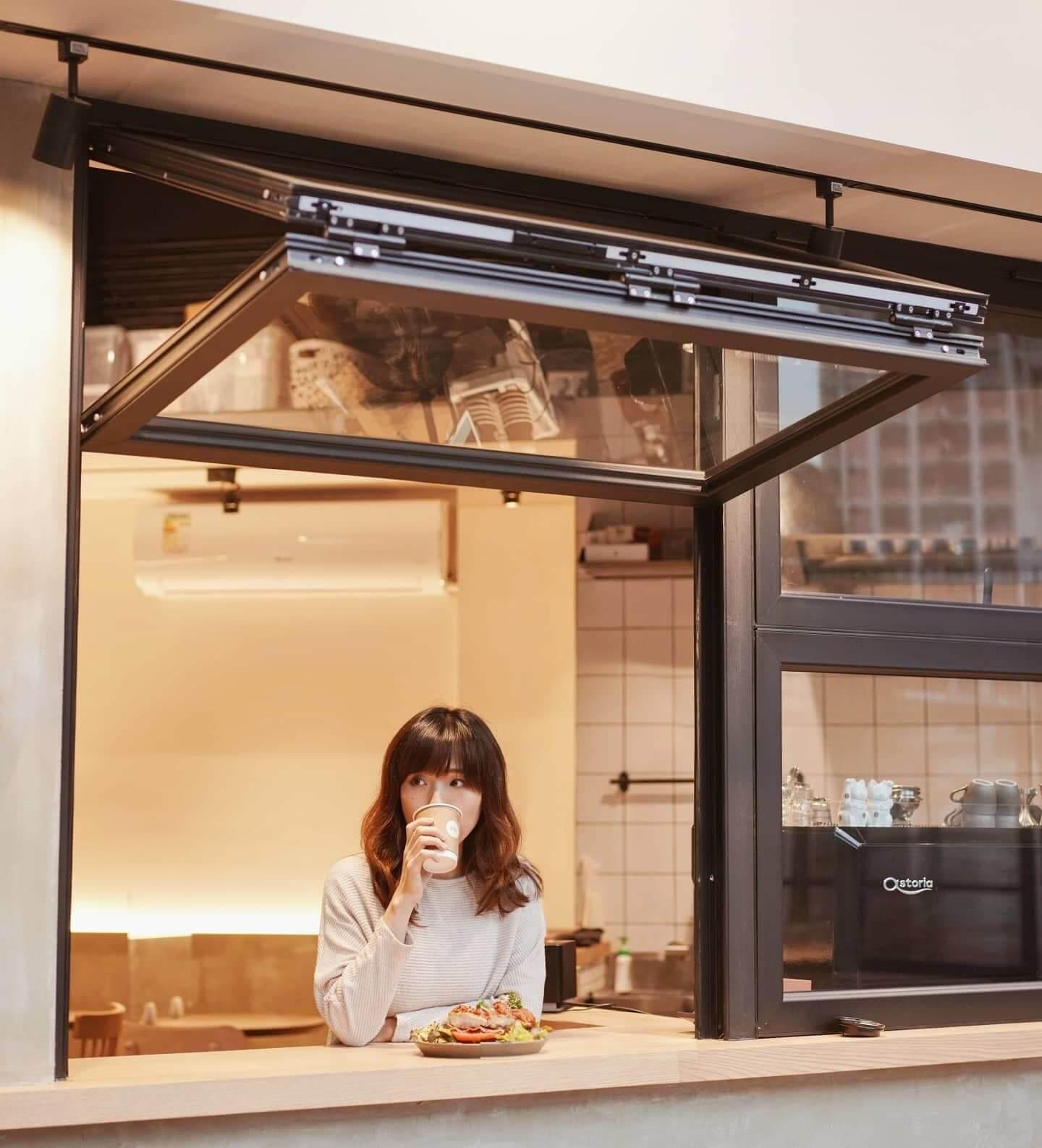 褶疊大窗是Cafe最亮眼的打卡位。