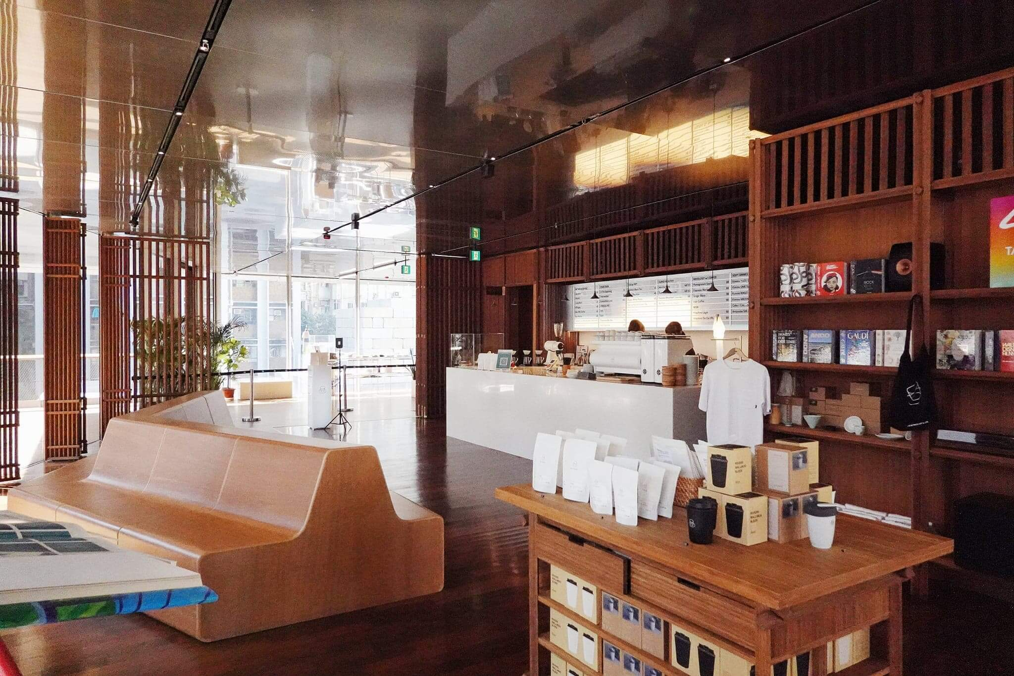 木系裝修,好有東京表參道咖啡店嘅感覺!