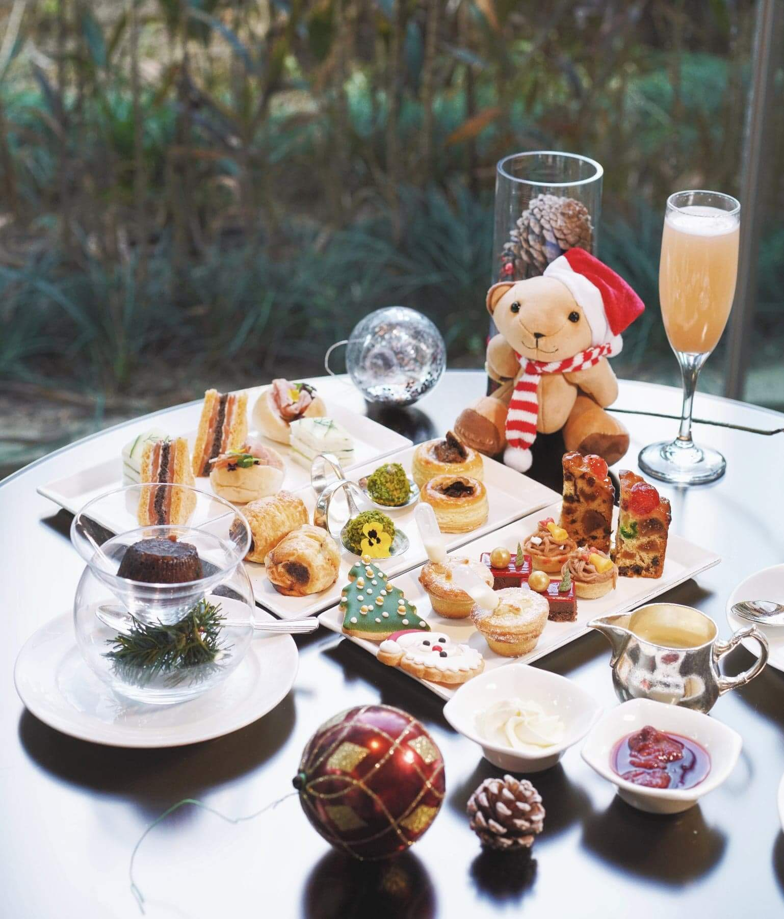 「Waltz of Festive Joys」節慶下午茶, 薈萃一系列傳統節慶美點及經典甜品。