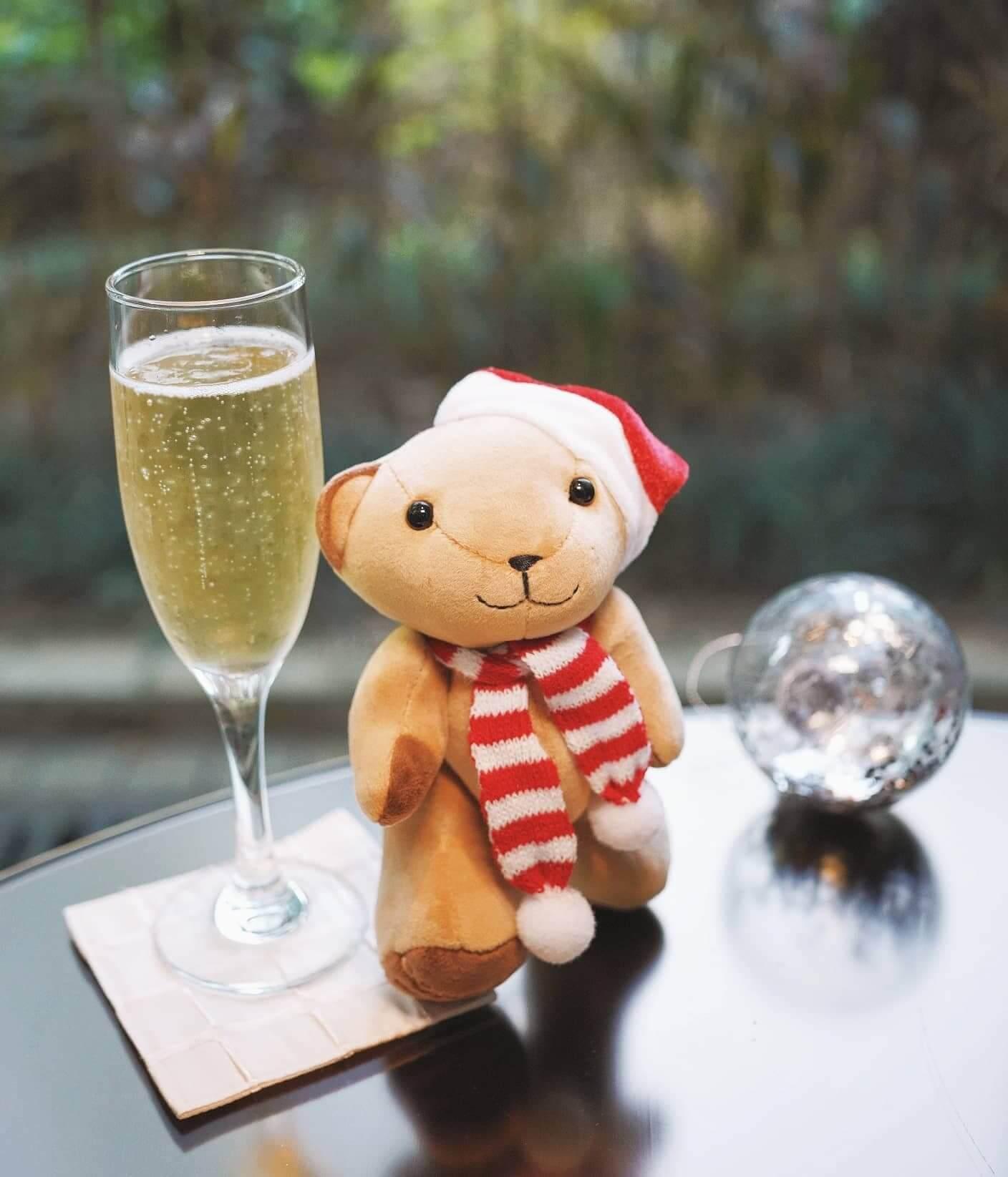 另加HK$120,可以我到法國Perrier-Jouët 香檳1杯及限量聖誕小熊公仔1隻。