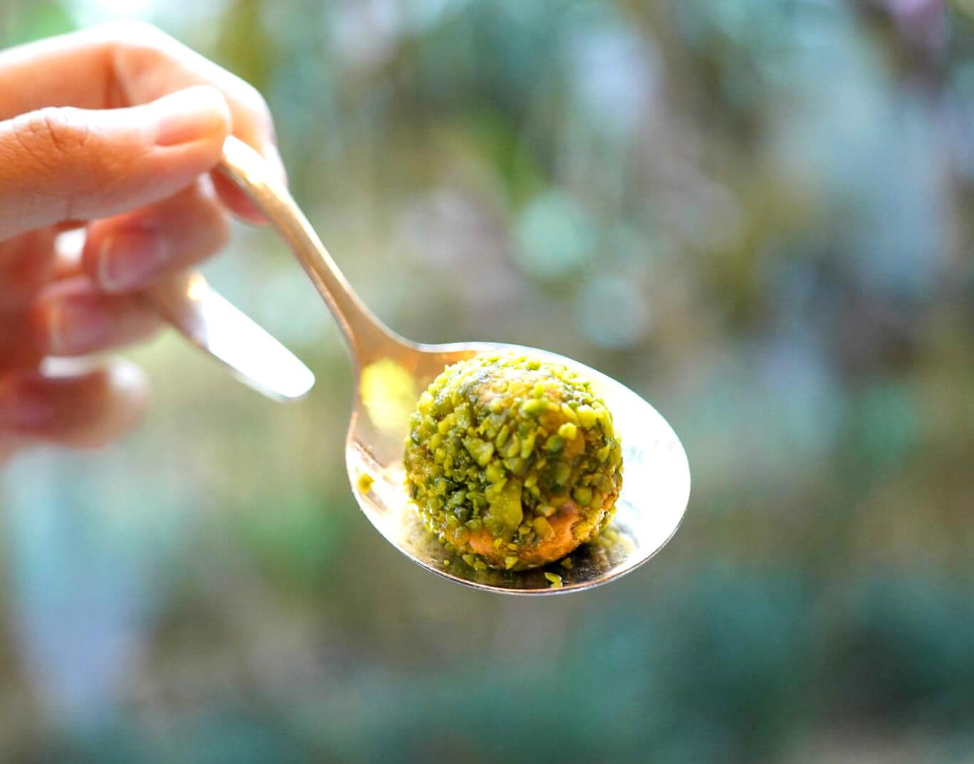 鴨肝醬球亦好高質!鴨肝軟糯香鹹,外層嘅開心果碎增添口感,配茶食一流!