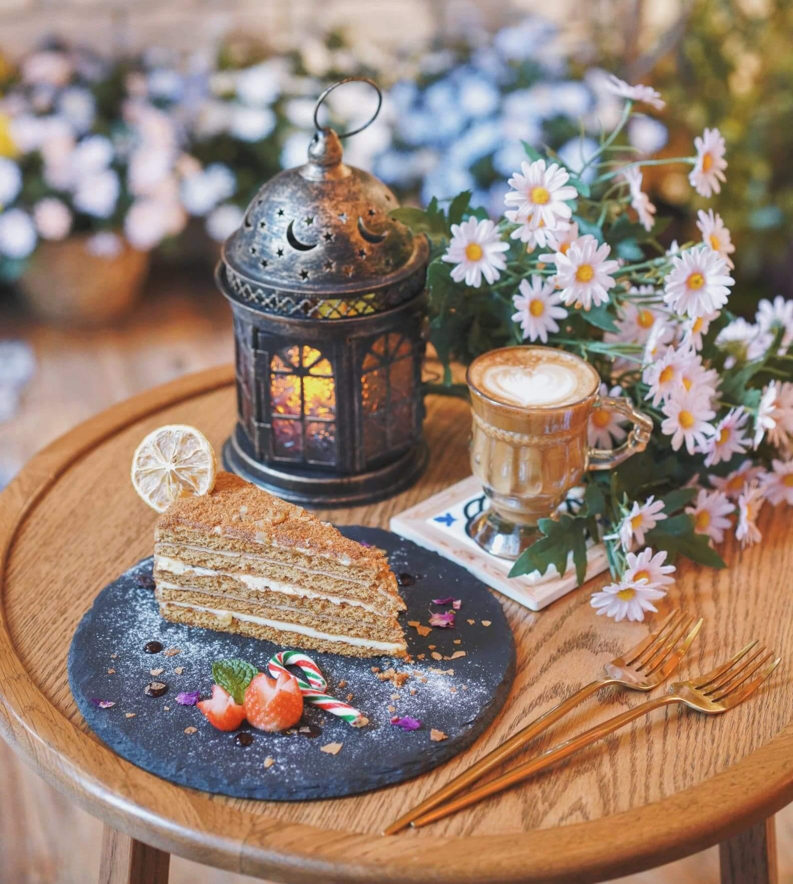 """上環新開嘅Café""""Nacasa """",令人好似置身異國般浪漫。"""
