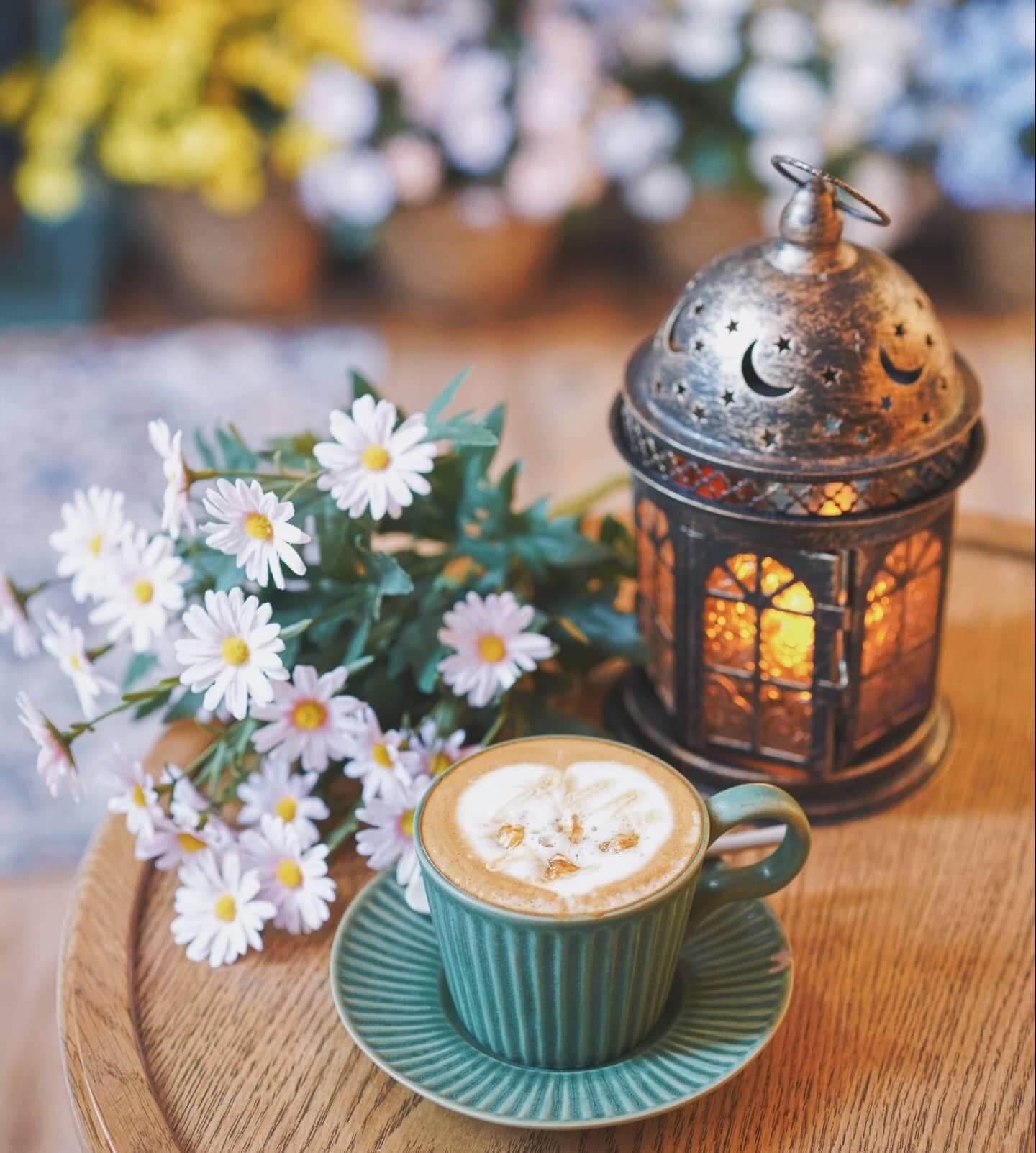 不愛太濃重咖啡的人,可以選擇 Caramel Caffe Latte。