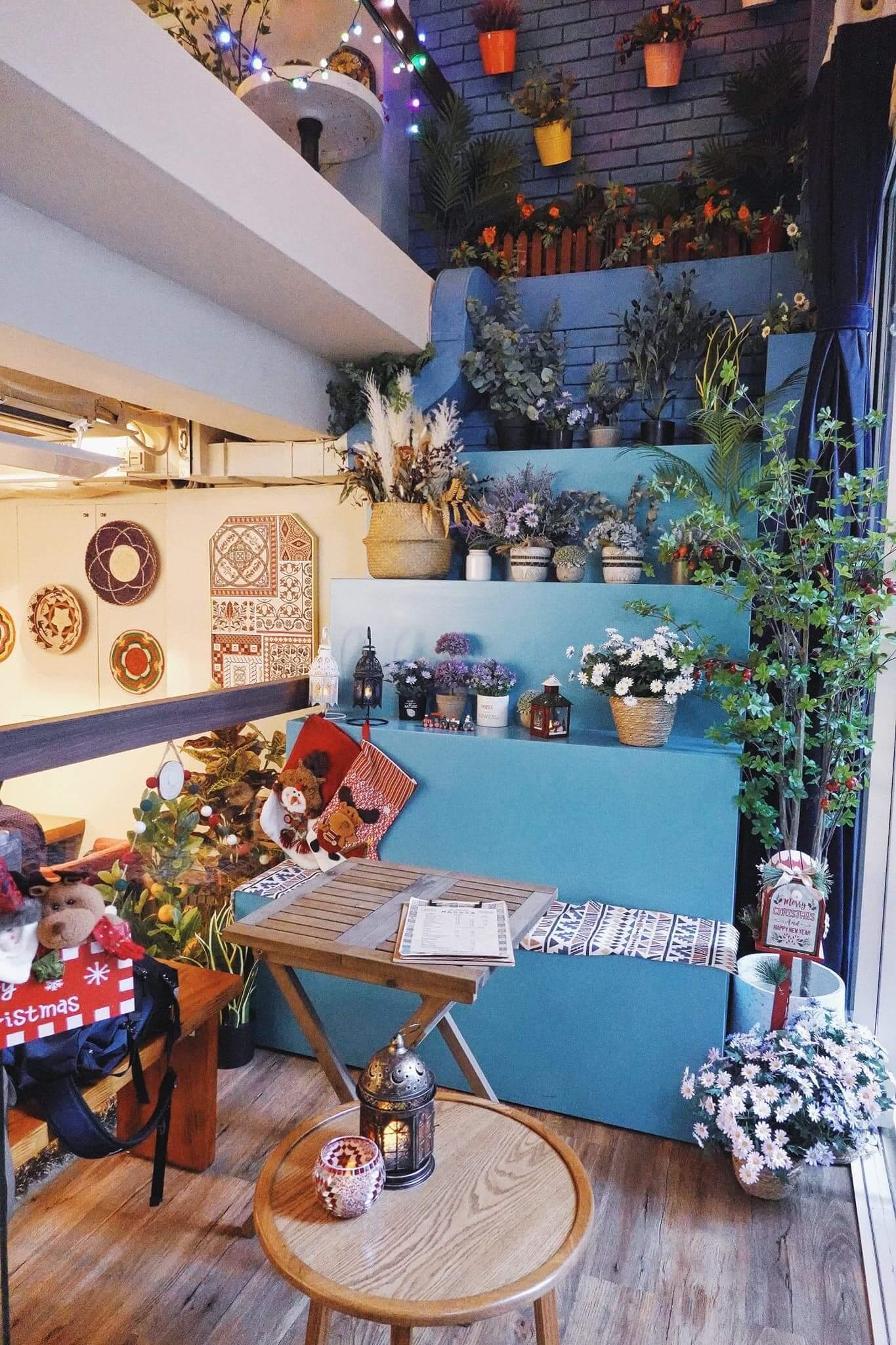 一樓比較偏摩洛哥風,以藍色為主調。