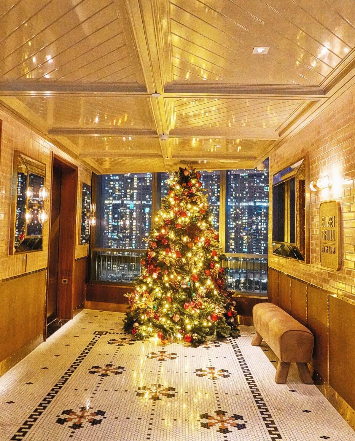 餐廳在12月1日開幕,現時已換上聖誕裝飾。
