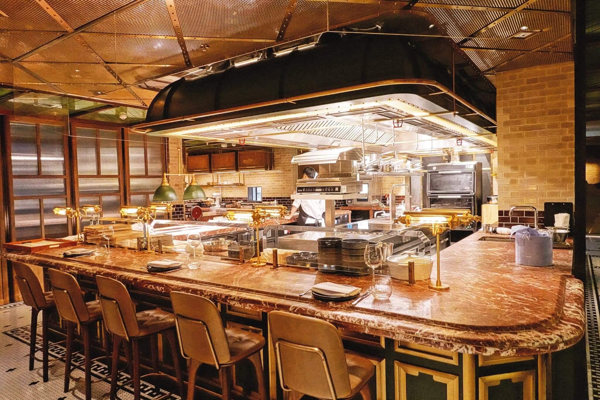 Sunset Grill裝修充滿懷舊氣息,部分座位貼近廚房,可以令客人即時嘗鮮!