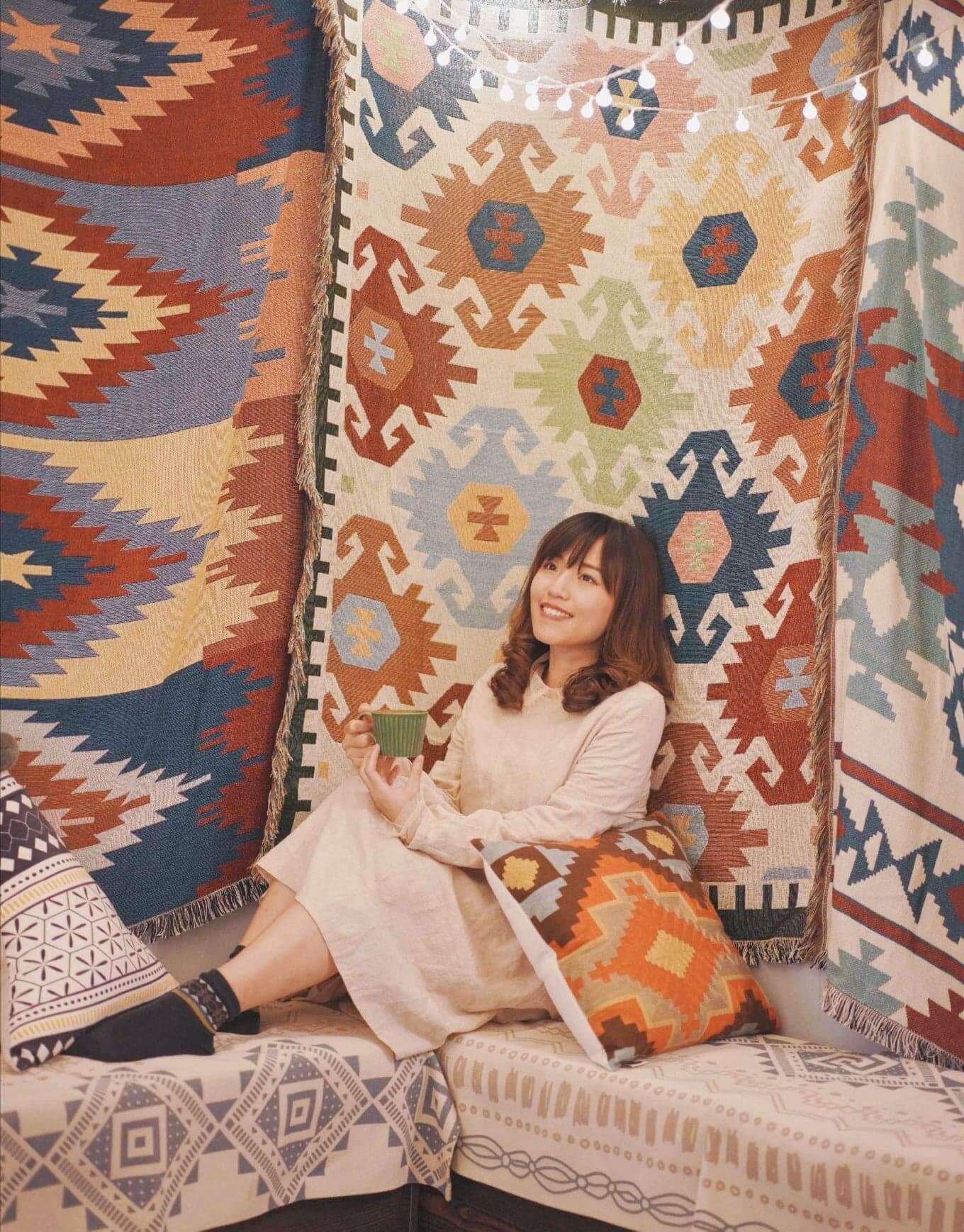二樓主要行土耳其風格,牆上掛咗唔少民族風地毯。