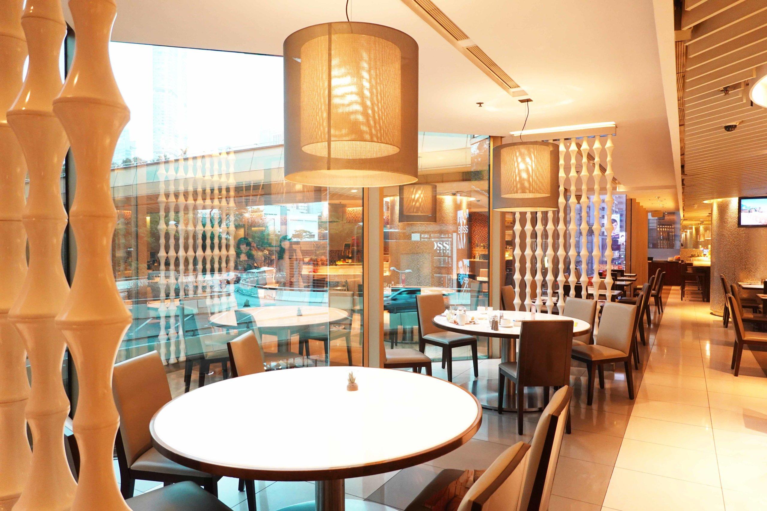 餐廳位於尖沙咀市中心,環境幽靜,最啱行完街上嚟Chill下!