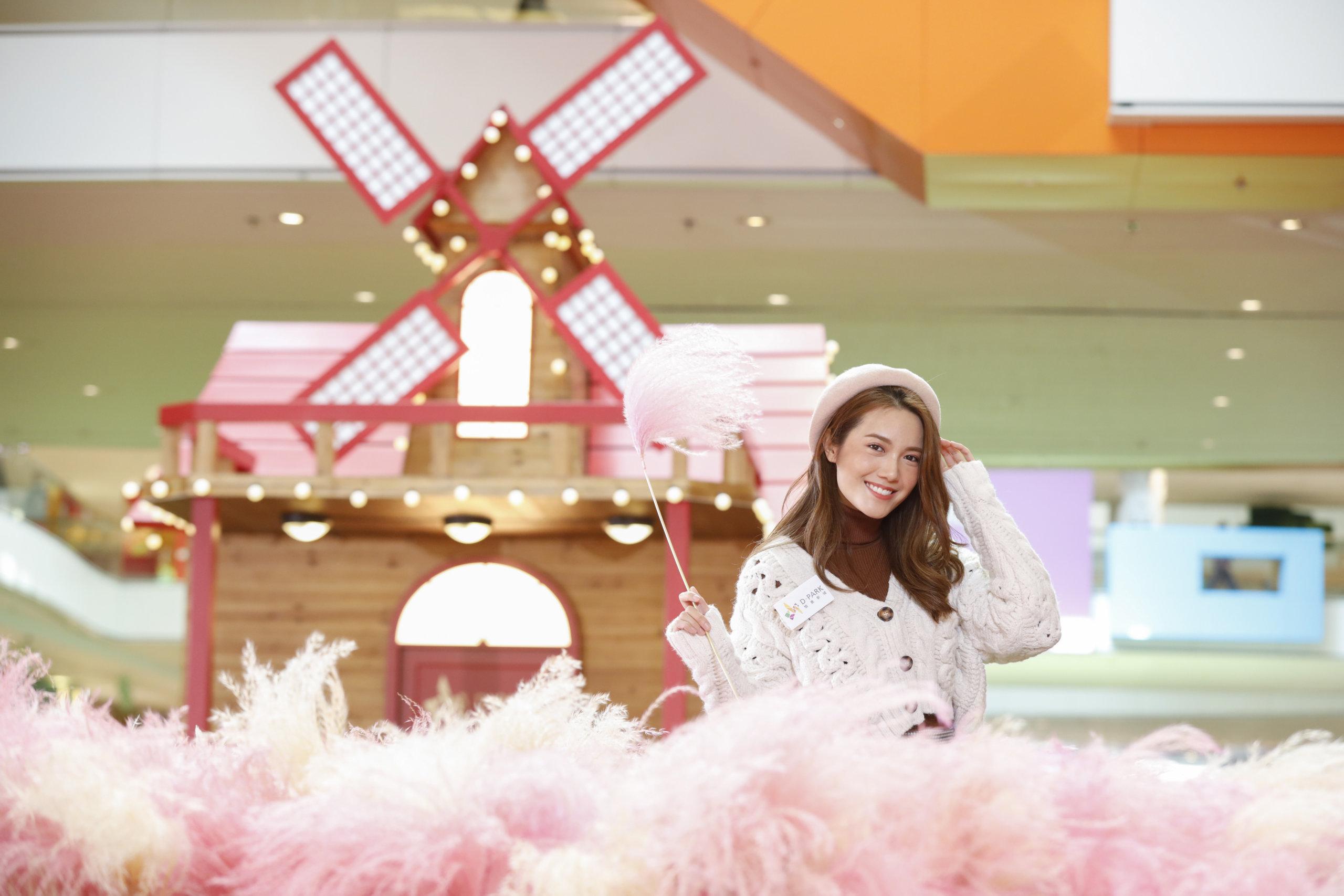 D‧PARK 愉景新城披上柔美的粉紅衣裳,搖身一變成全港首個逾3,500 呎的「粉紅芒草園」。