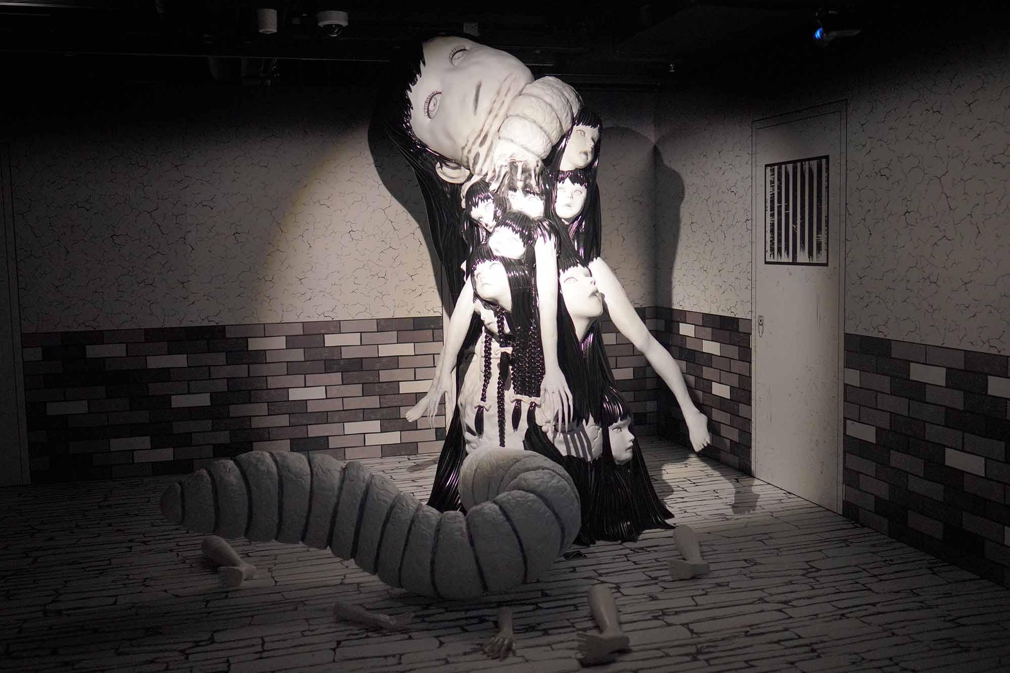 富江喺《富江‧鬼屋》中,捉少女做實驗,變成富江怪物。