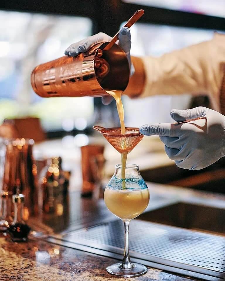 調酒師即席調製Cocktail,令人品嘗創意美酒。