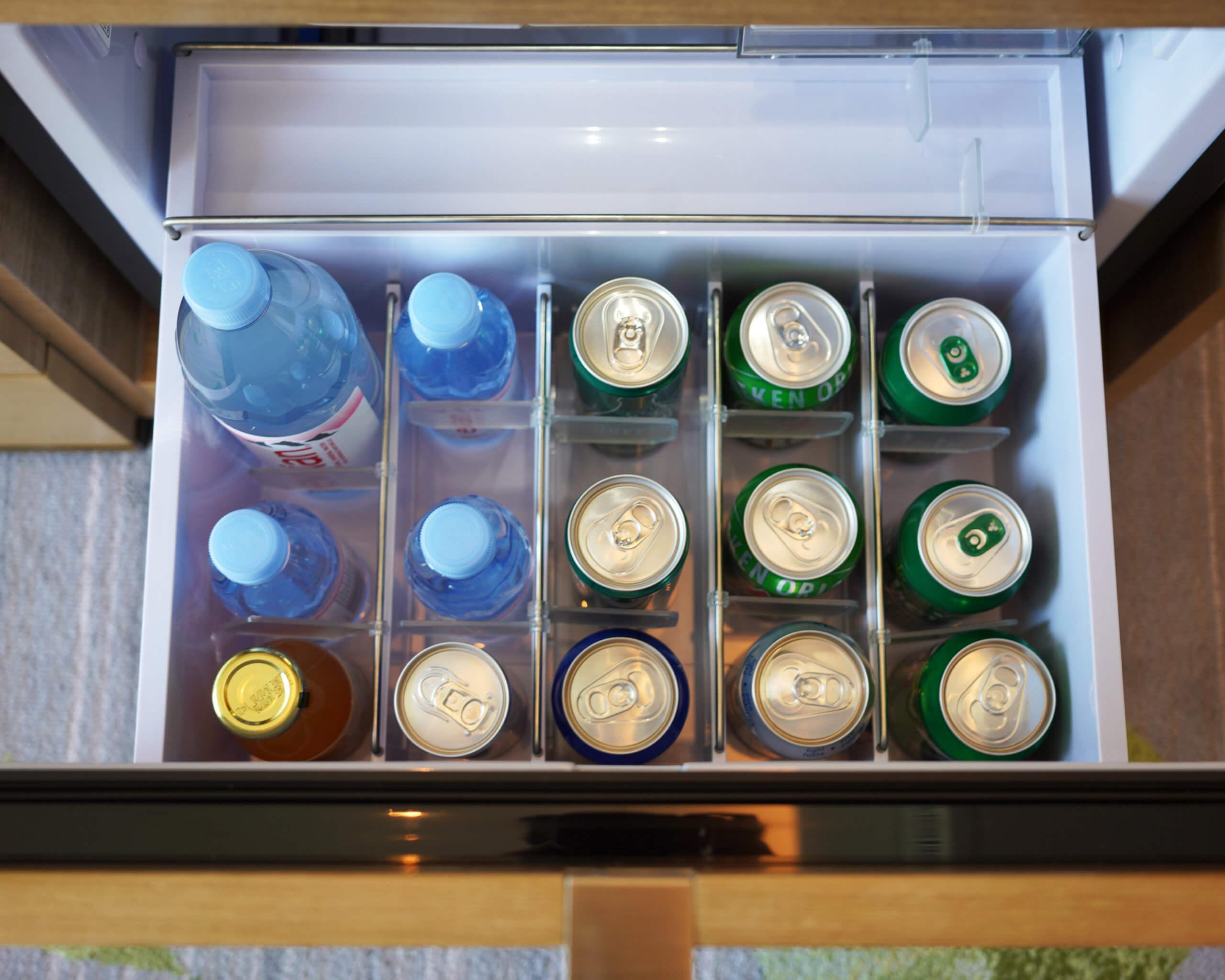 拉開雪櫃,收費飲品都好多選擇。