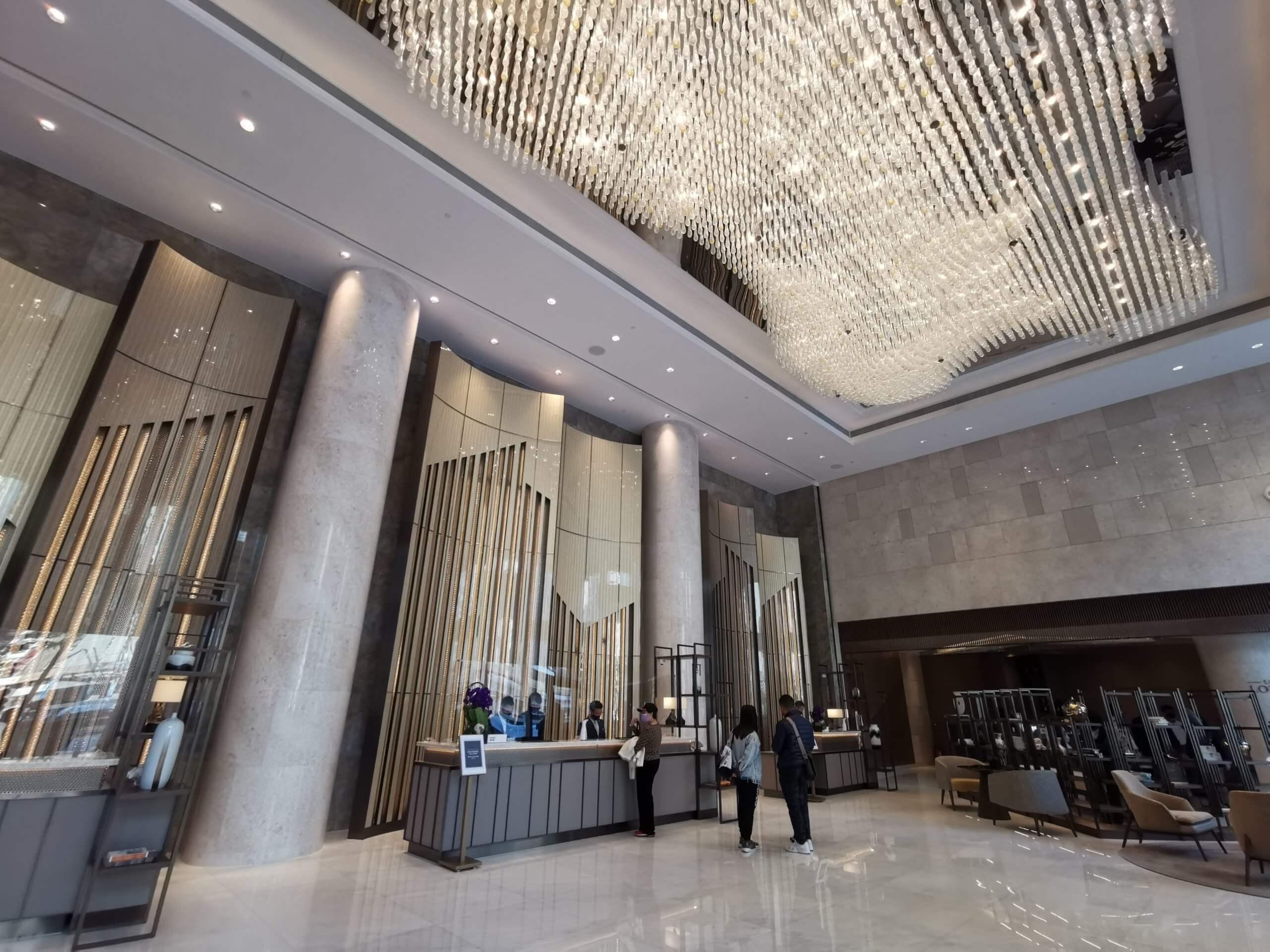 酒店出名樓底高,空間大,比人感覺處處都好開揚。