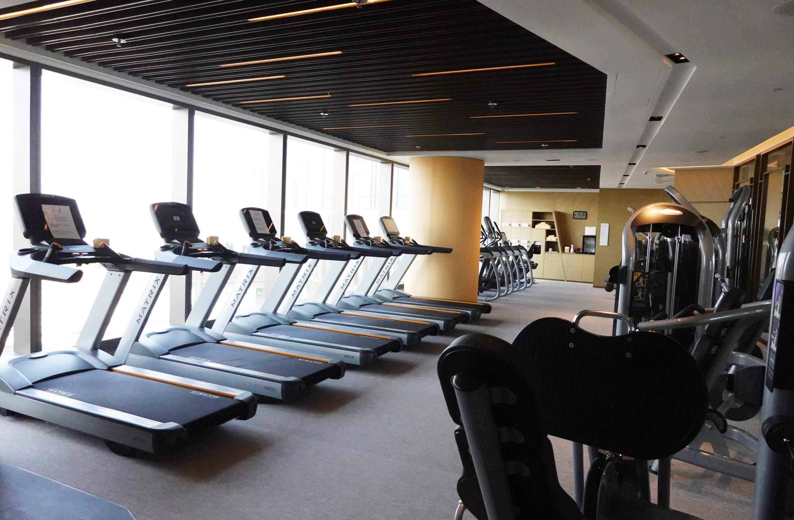 健身室備有各式儀器,操fit身材無難度。