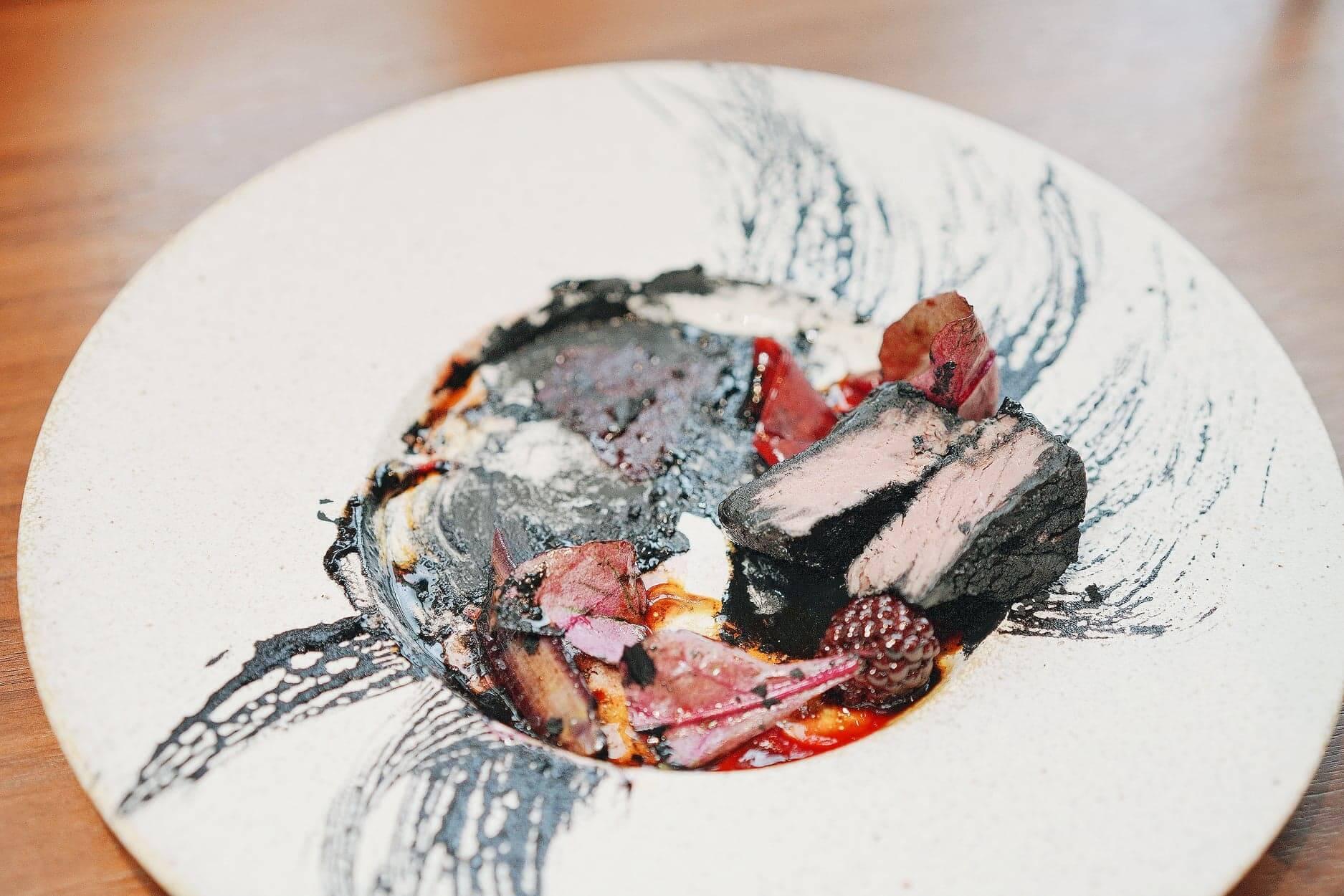 慢煮鹿肉,口感鬆軟。