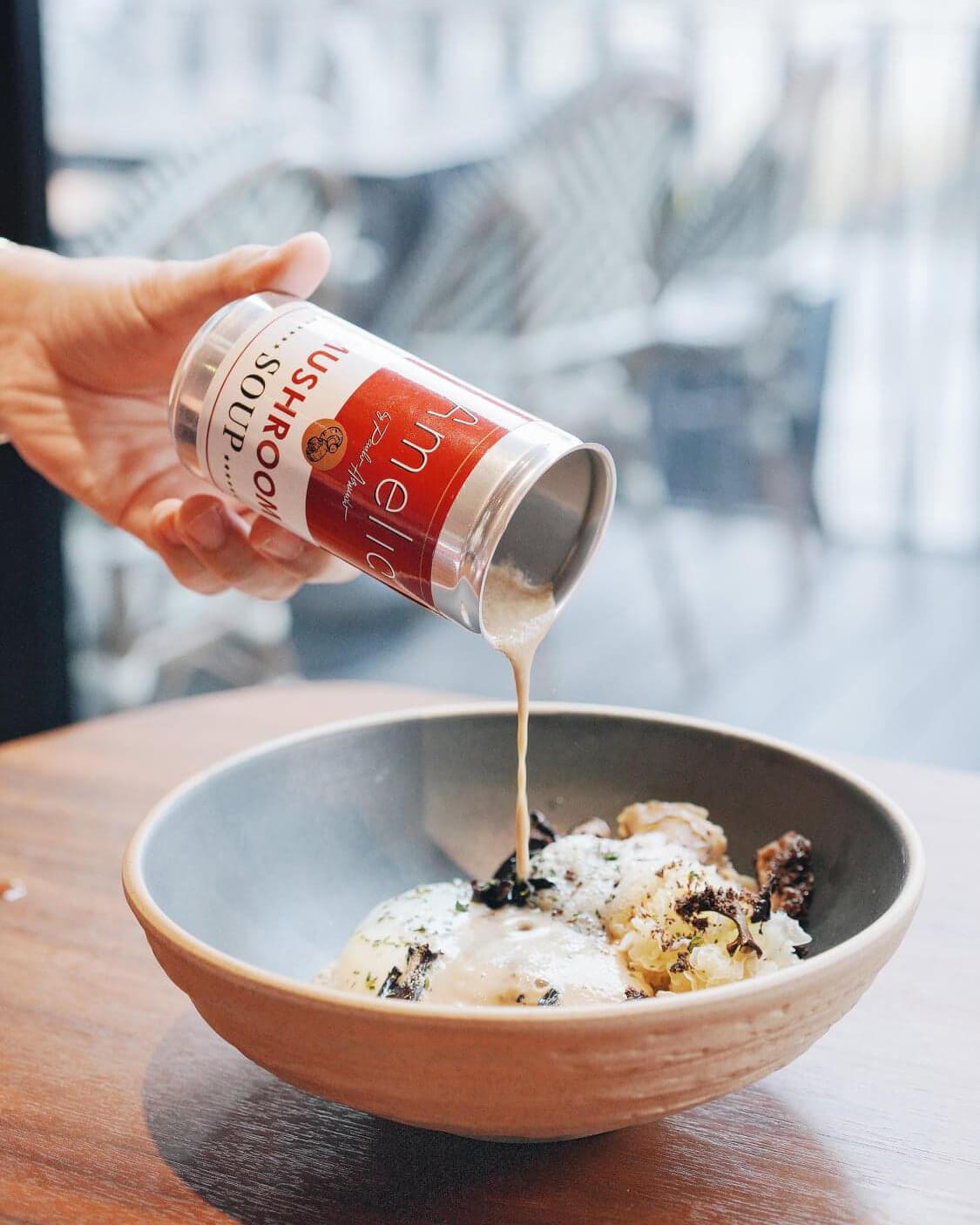 師傅以Andy Warhol嘅金寶湯pop art為題,設計出獨特嘅香甜菇湯。