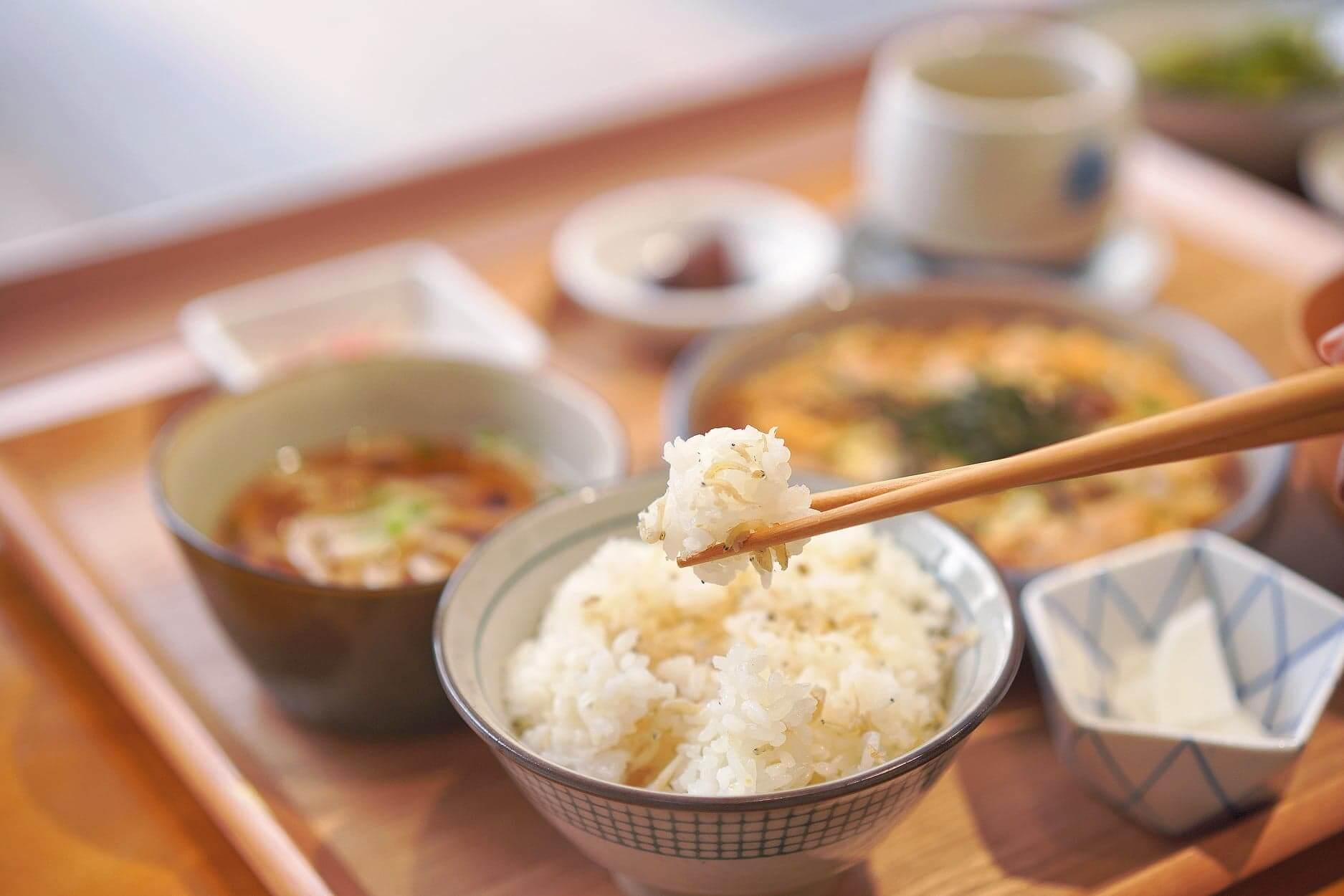 日本珍珠米,上面放滿白飯魚,仲可以無限任添!