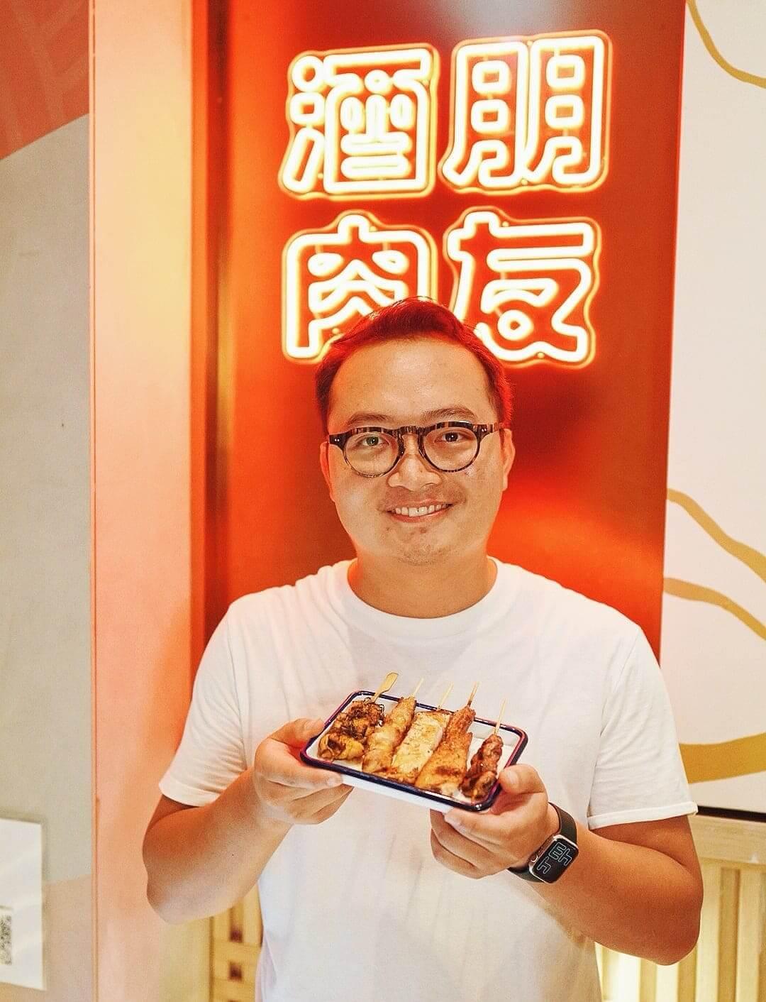 串燒店老闆 Regan Yeung 堅持以傳統日式烹調方法製作串燒。