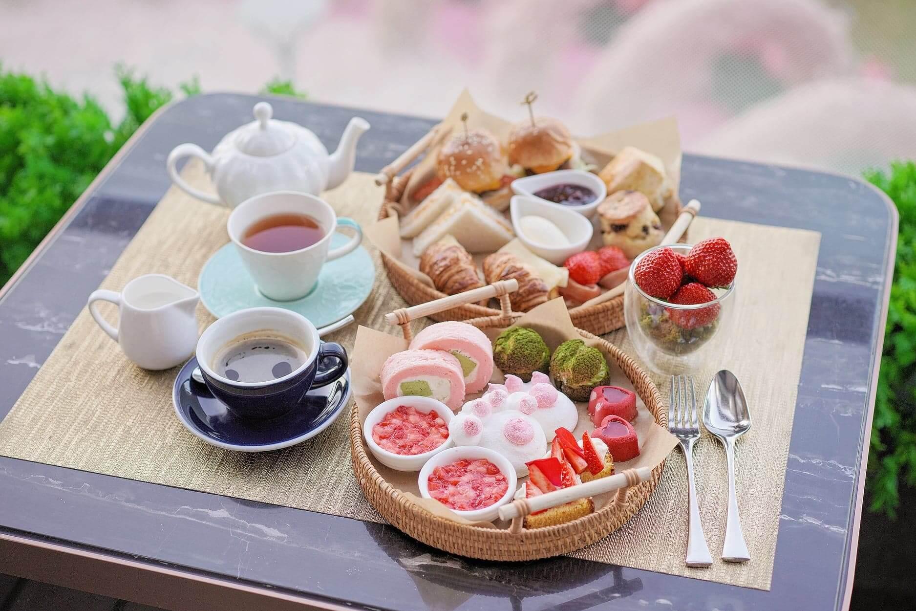 精緻嘅擺盤,戶外座位又對正粉紅花海,非常浪漫!