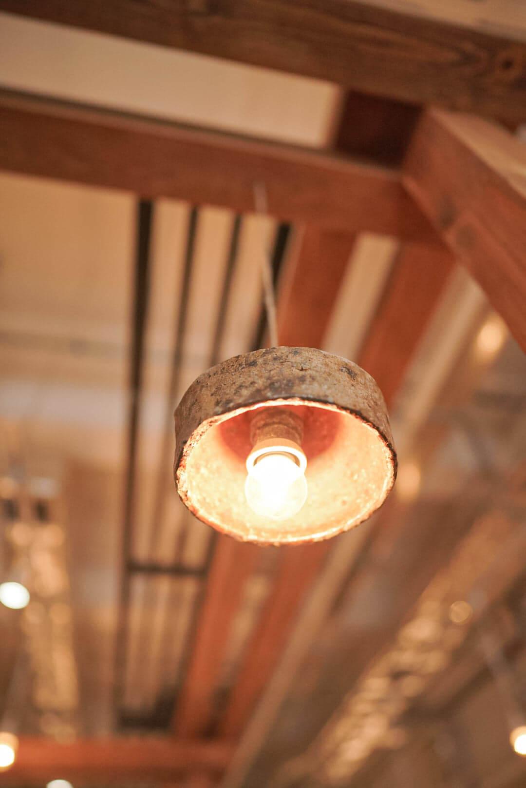 台灣古燈器「陰翳yīn yì燈器系列」中嘅「古窯器燈器」。