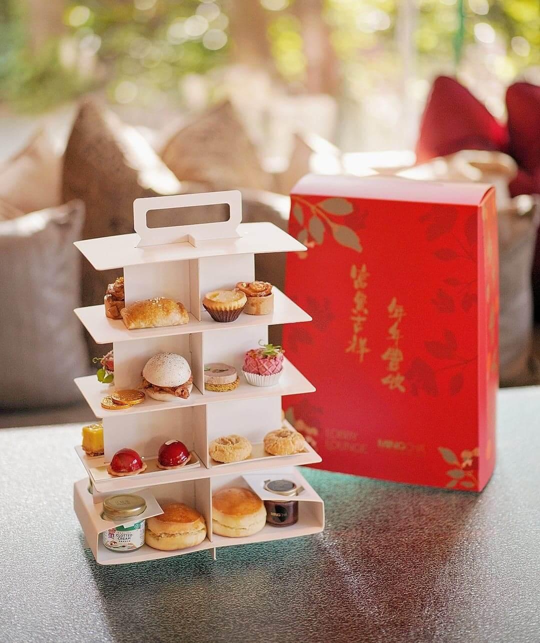 「福澤春茶」外攜版下午茶,隨農曆新年換上新裝,紅色設計格外起眼,為新年節慶倍添氣氛。