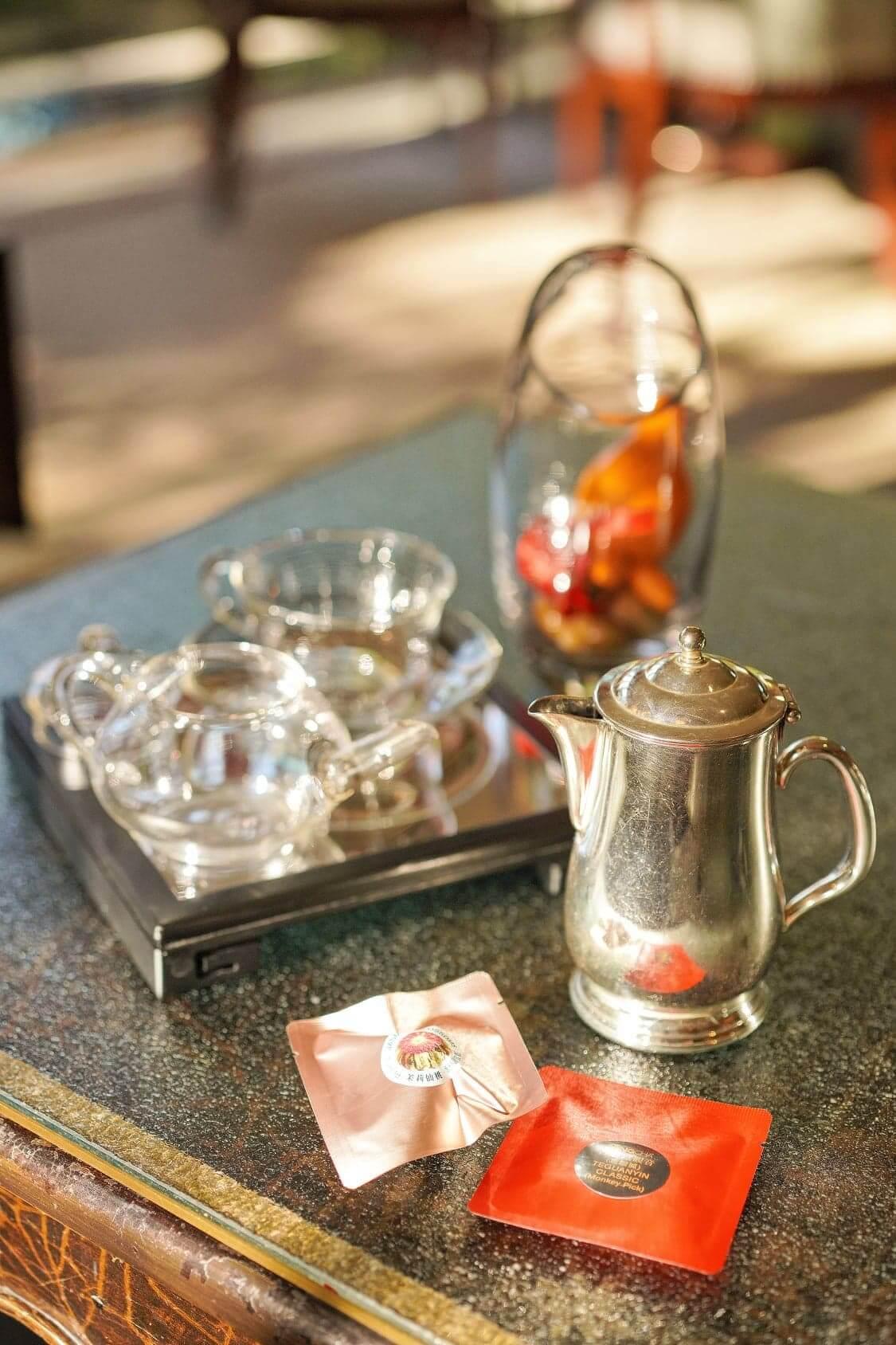 下午茶亦提供兩款精選茗茶,包括明茶房專利之茉莉仙桃,及採自安溪縣烏龍嘅古方鐵觀音。