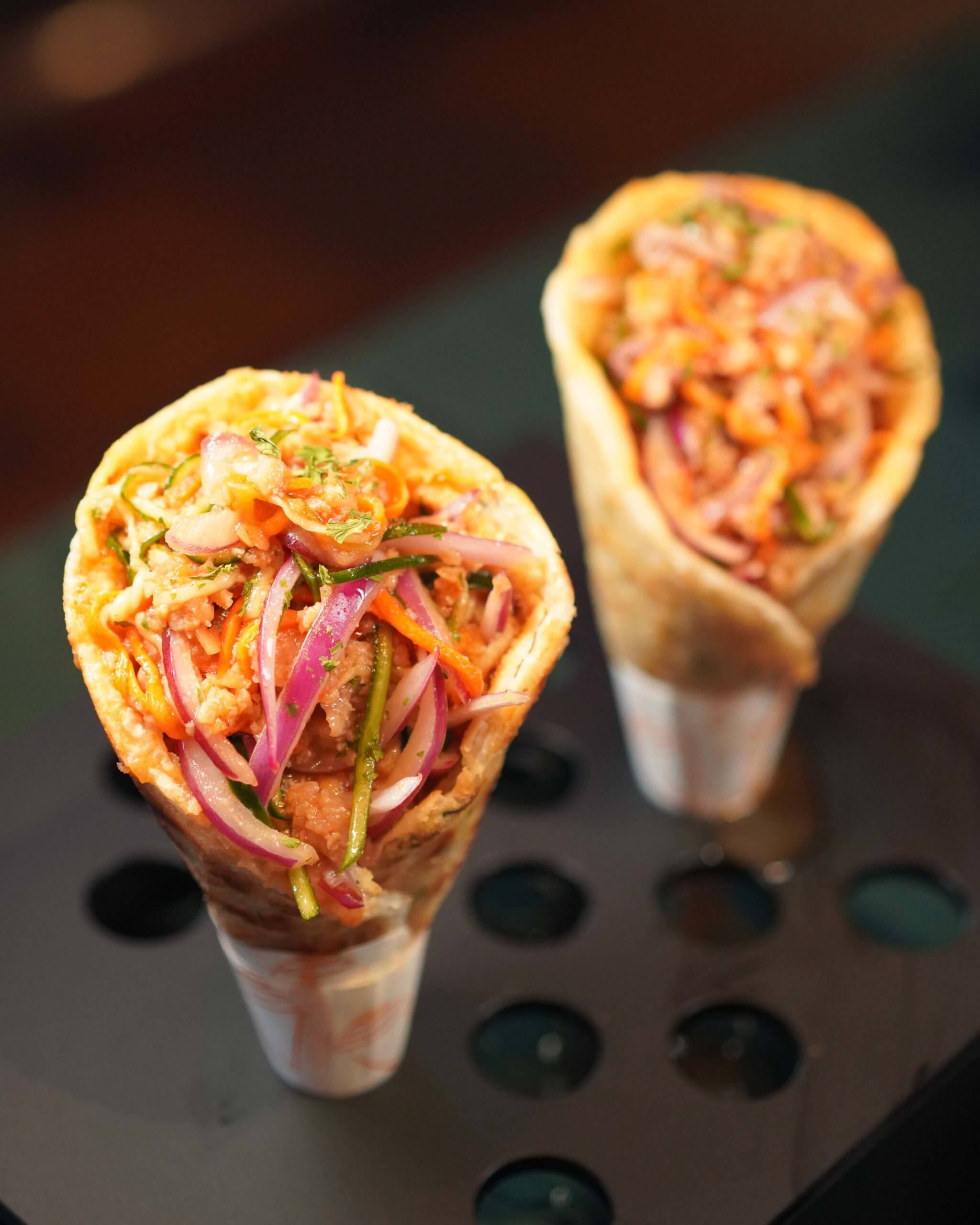 戶外小食亭有「植物肉脆烤卷」,為素食人士提供新選擇。