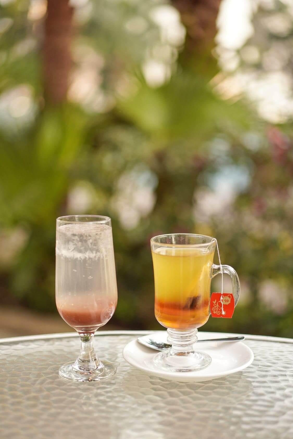 左:蜜糖草莓檸檬特飲、右:蜜糖百香果茶