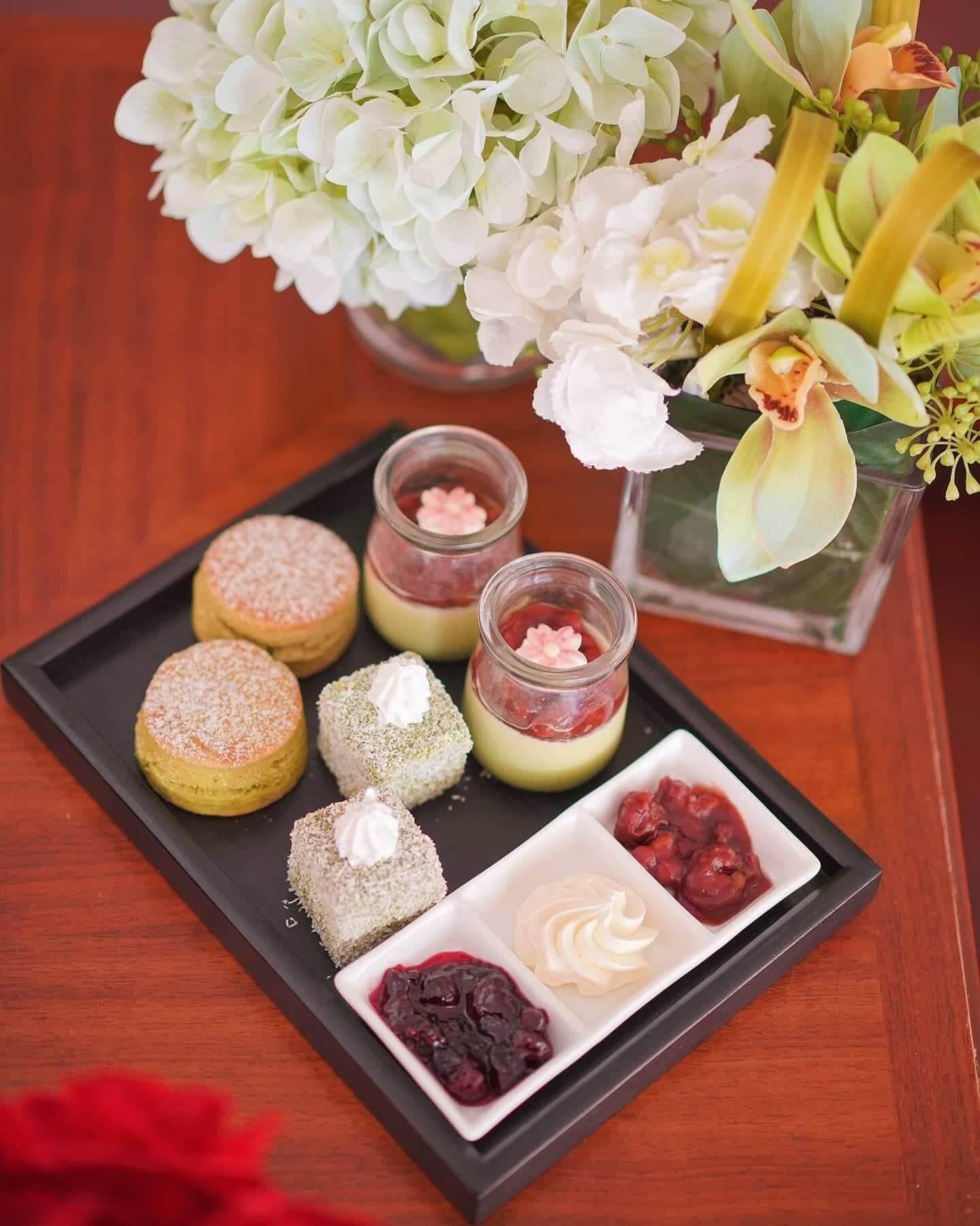 北海道綠茶奶凍配紅豆、靜岡綠茶鬆餅配紅豆、綠茶林明頓
