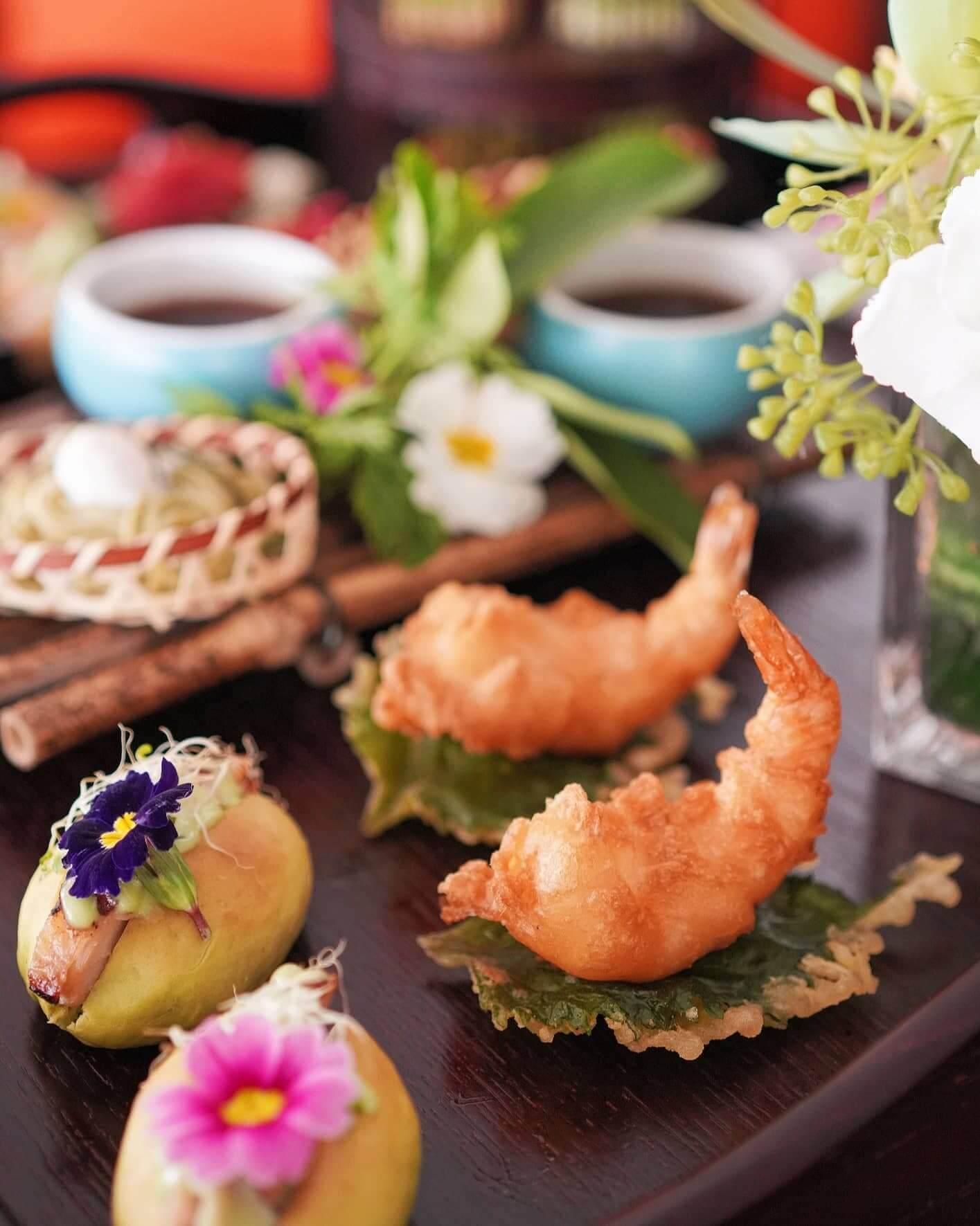 綠茶蕎麥麵配天婦羅蝦及水煮鵪鶉蛋