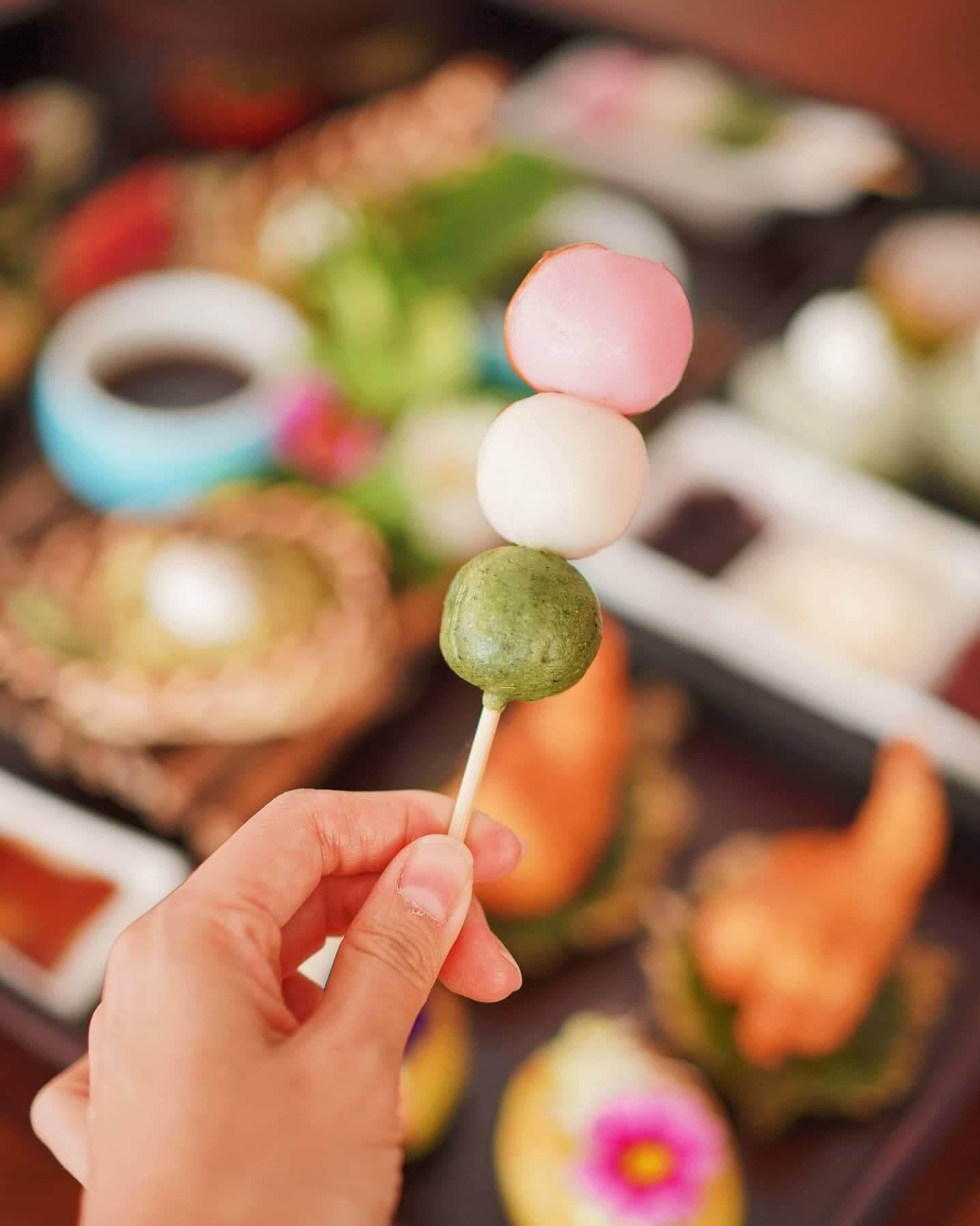 日式三色小丸子串配甜醬油