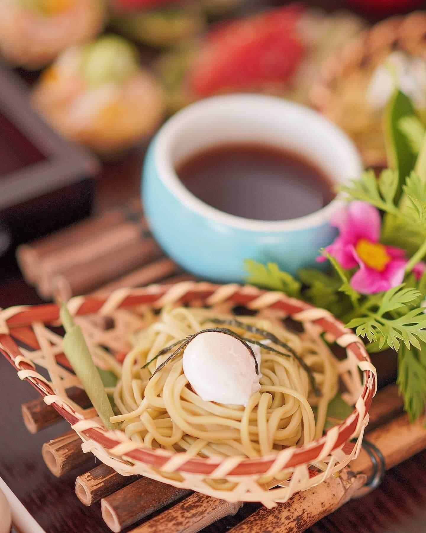 綠茶蕎麥麵及水煮鵪鶉蛋