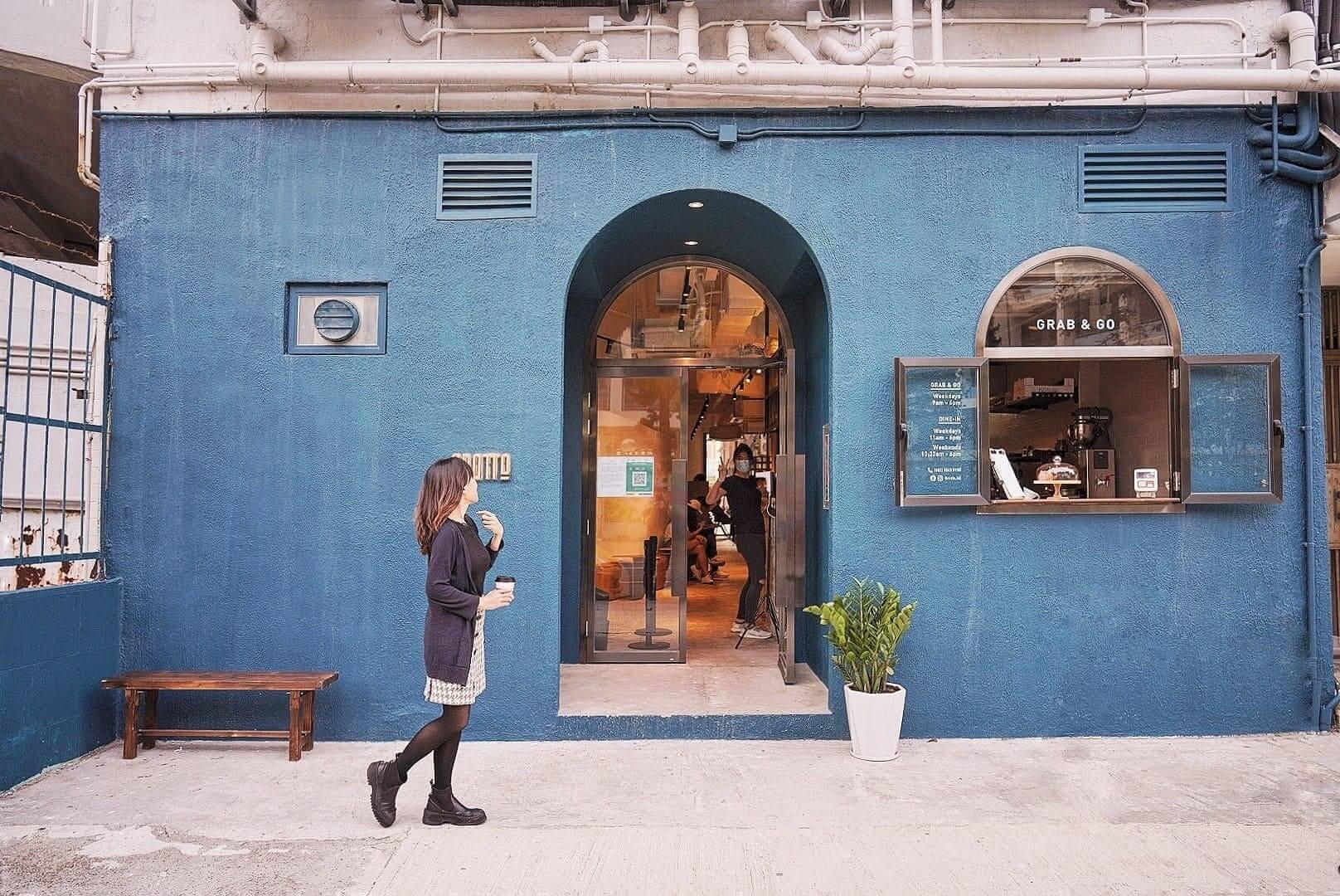 門口為藍拱門,充滿神秘感!