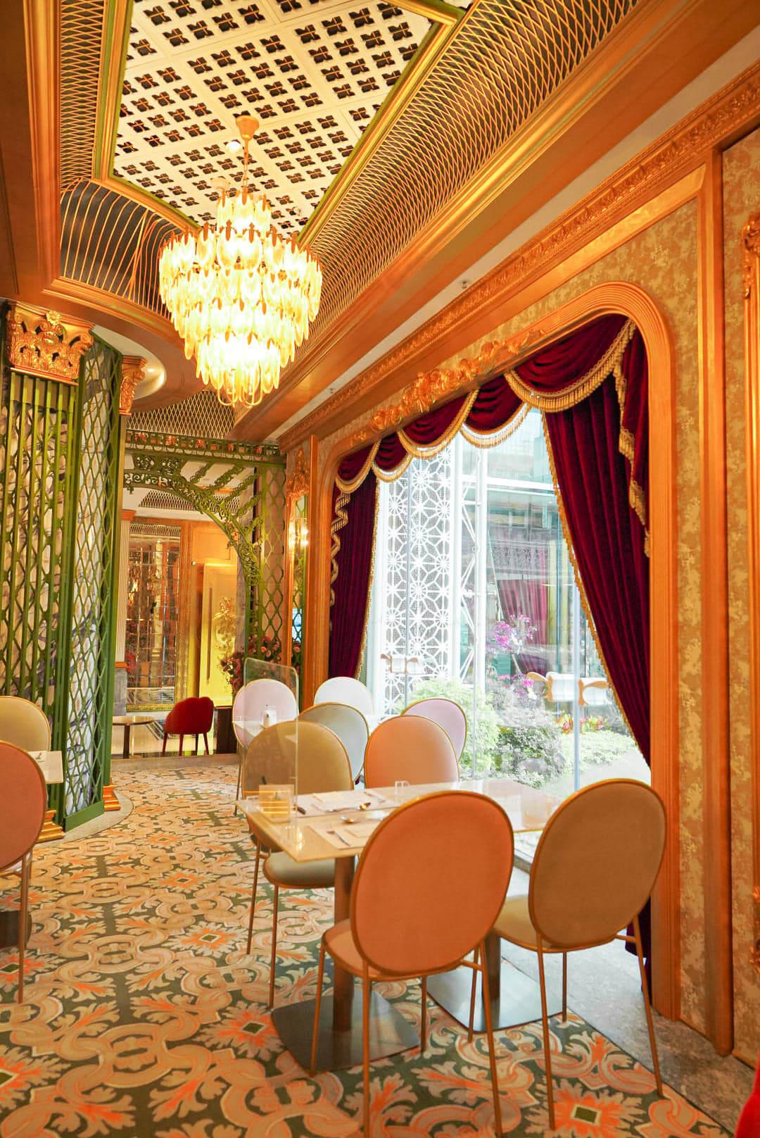 餐廳有開揚嘅落地大窗,可上華麗裝修,用餐環境不錯。