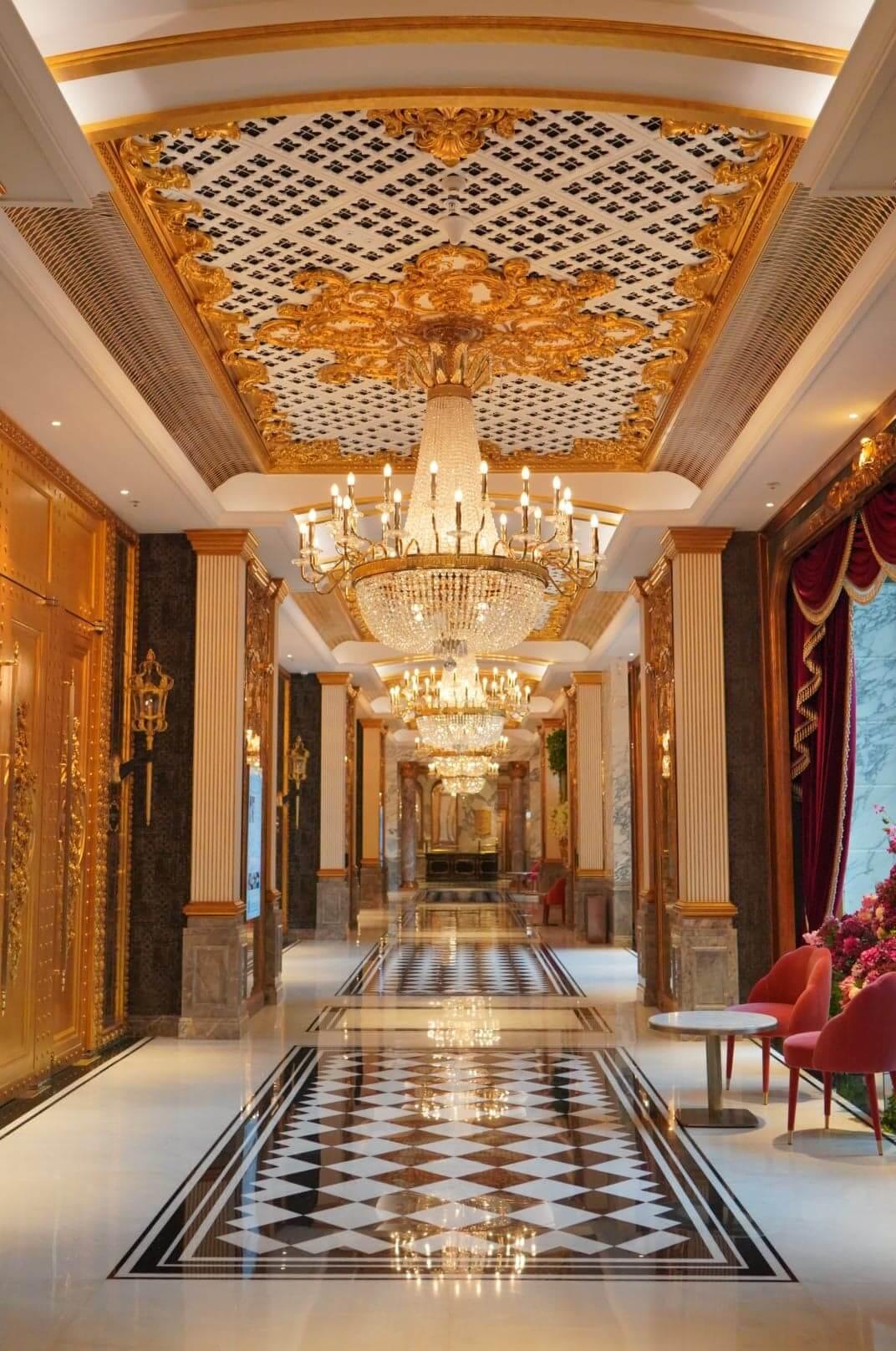 歷山酒店每個位置都金雕玉砌,令人猶如步入歐洲皇宮。