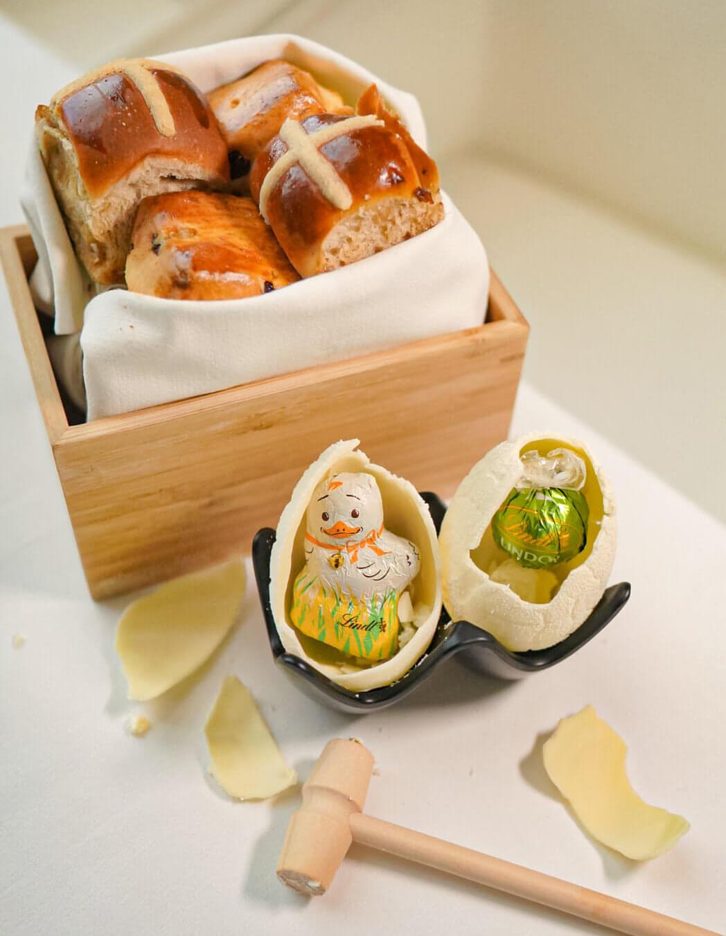 食下午茶之前,員工會送上麵包籃及朱古力蛋。