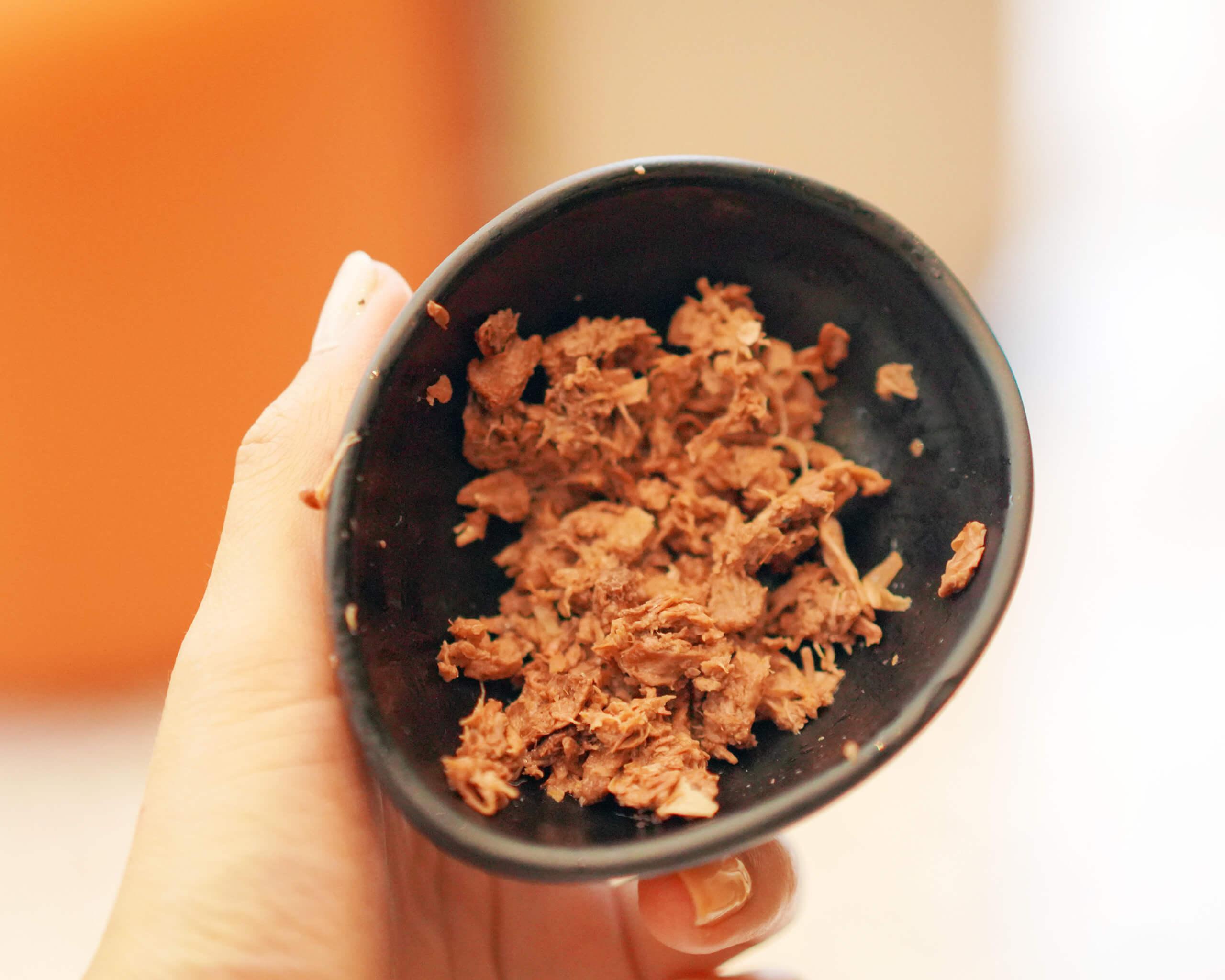 KARANA將大樹菠蘿果衣加工,製成質感與碎豬肉相似嘅素肉新品。