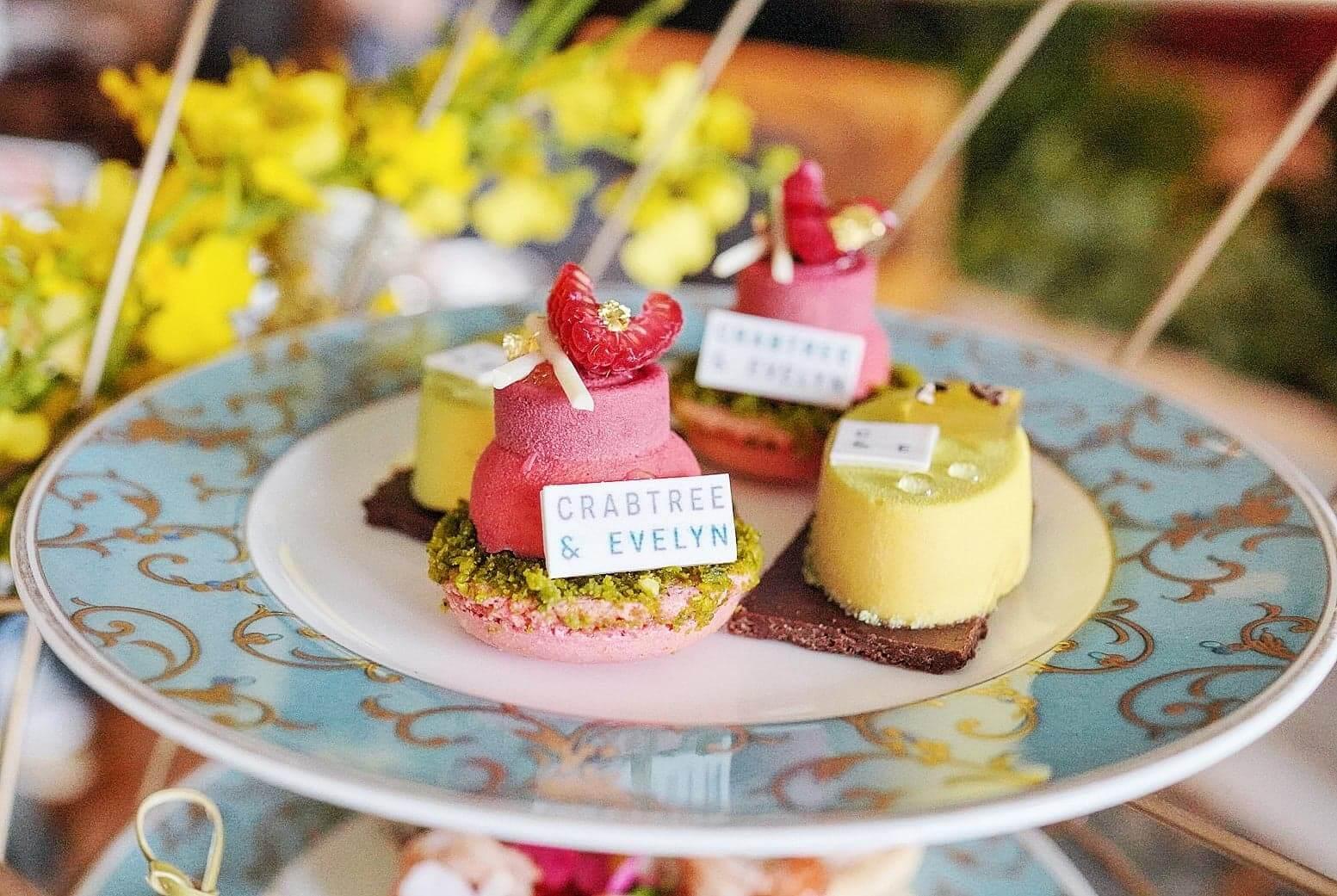 甜品分2層,共4款,分別採用Crabtree & Evelyn嘅四大系列成份製作。