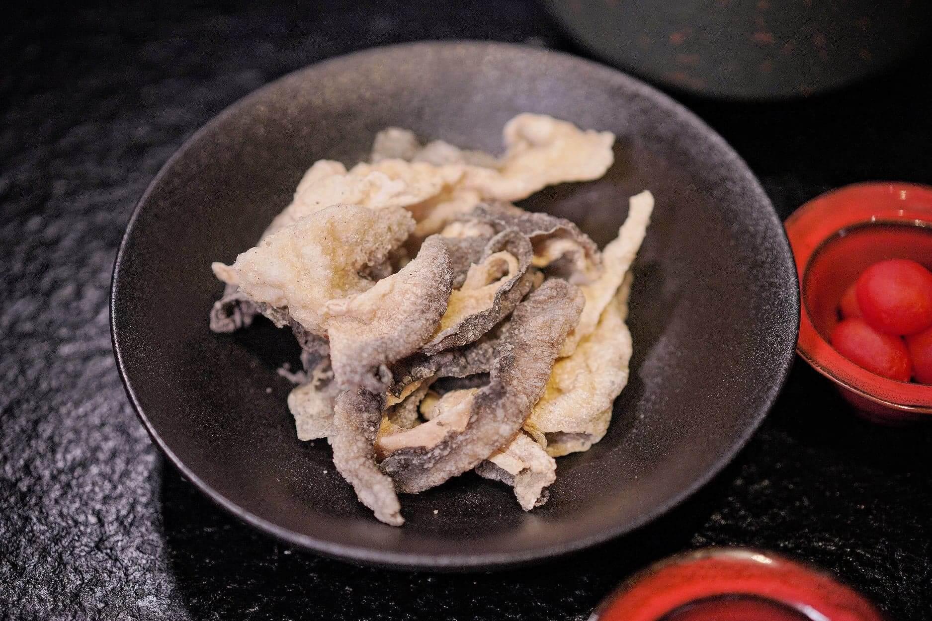炸魚皮幾大份,浸麻辣湯食,超正!