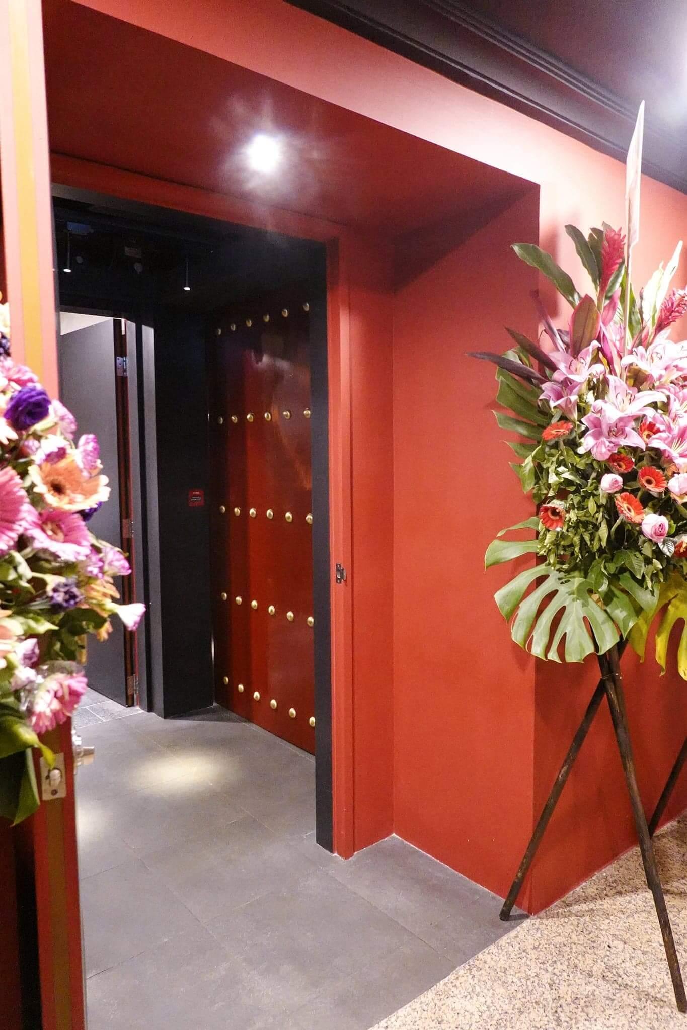 紅堂門口都好有中國色彩,門口好有紫禁城feel!