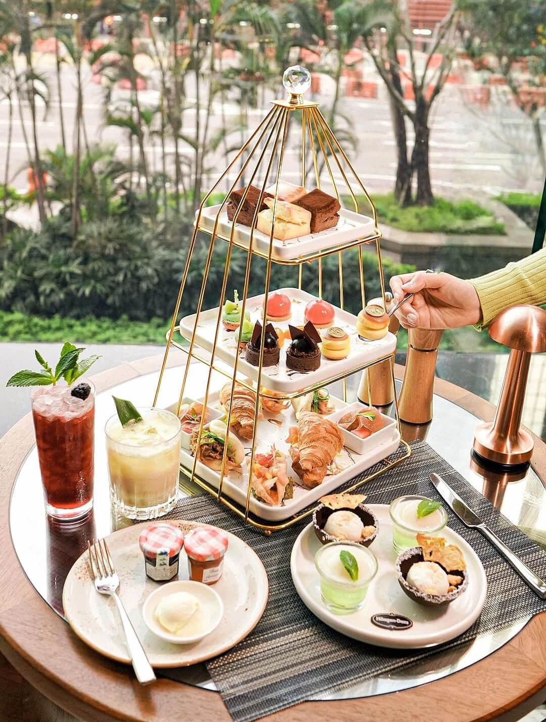 Häagen-Dazs™與香港萬麗海景酒店呈獻「繽紛果漾幻想曲」下午茶。