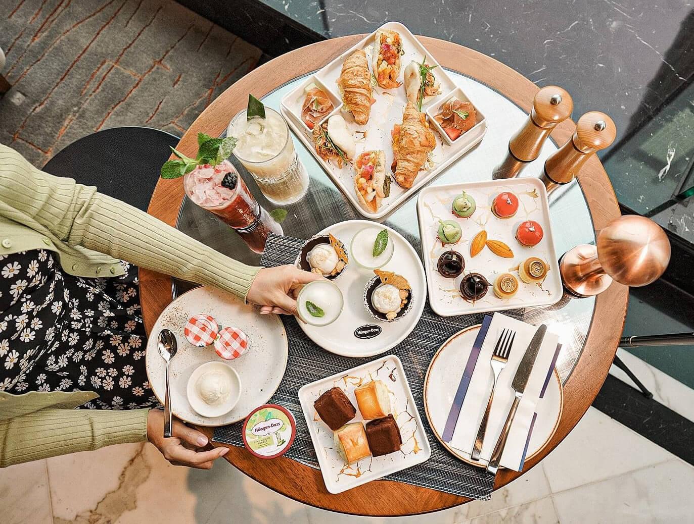 「繽紛果漾幻想曲」下午茶共有13款鹹甜點,非常豐富!