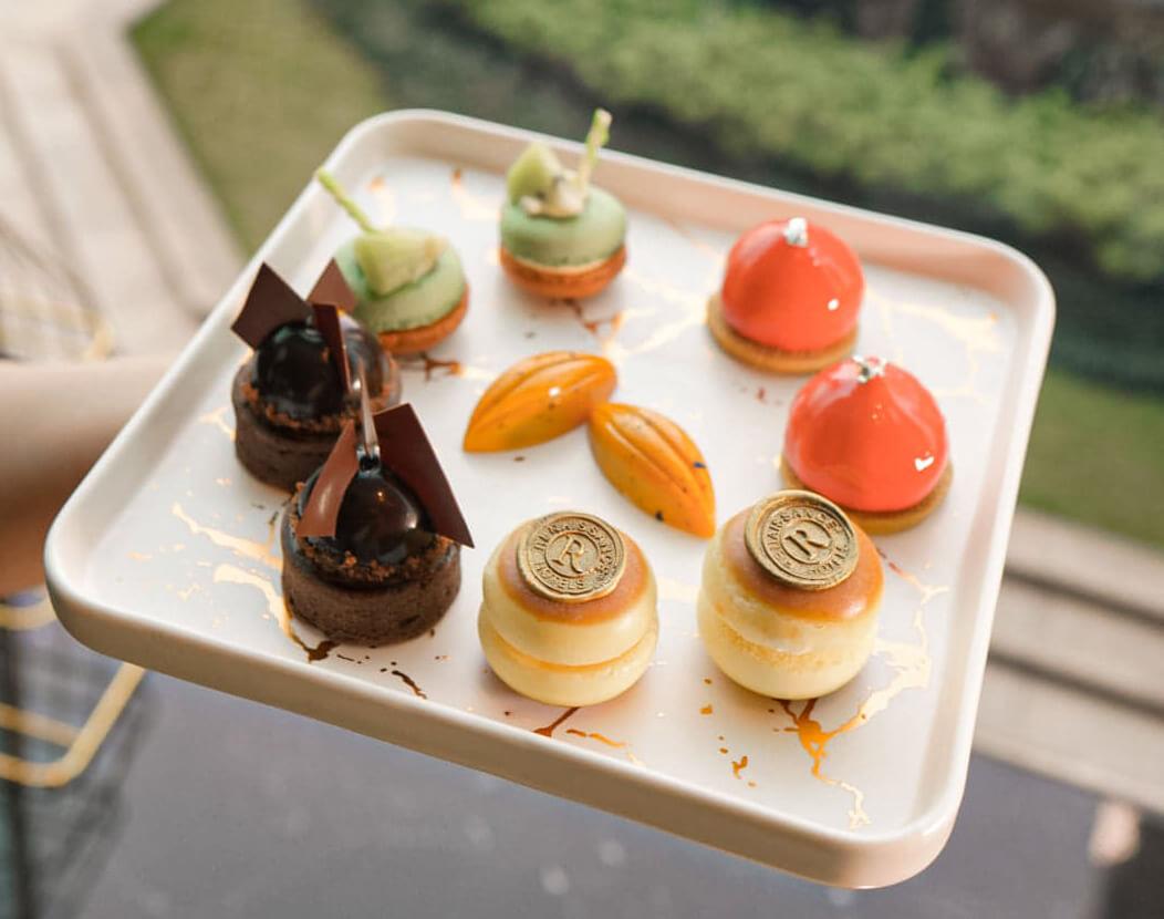 一系列精緻甜品,味道酸甜有致,食完都唔覺得好膩。